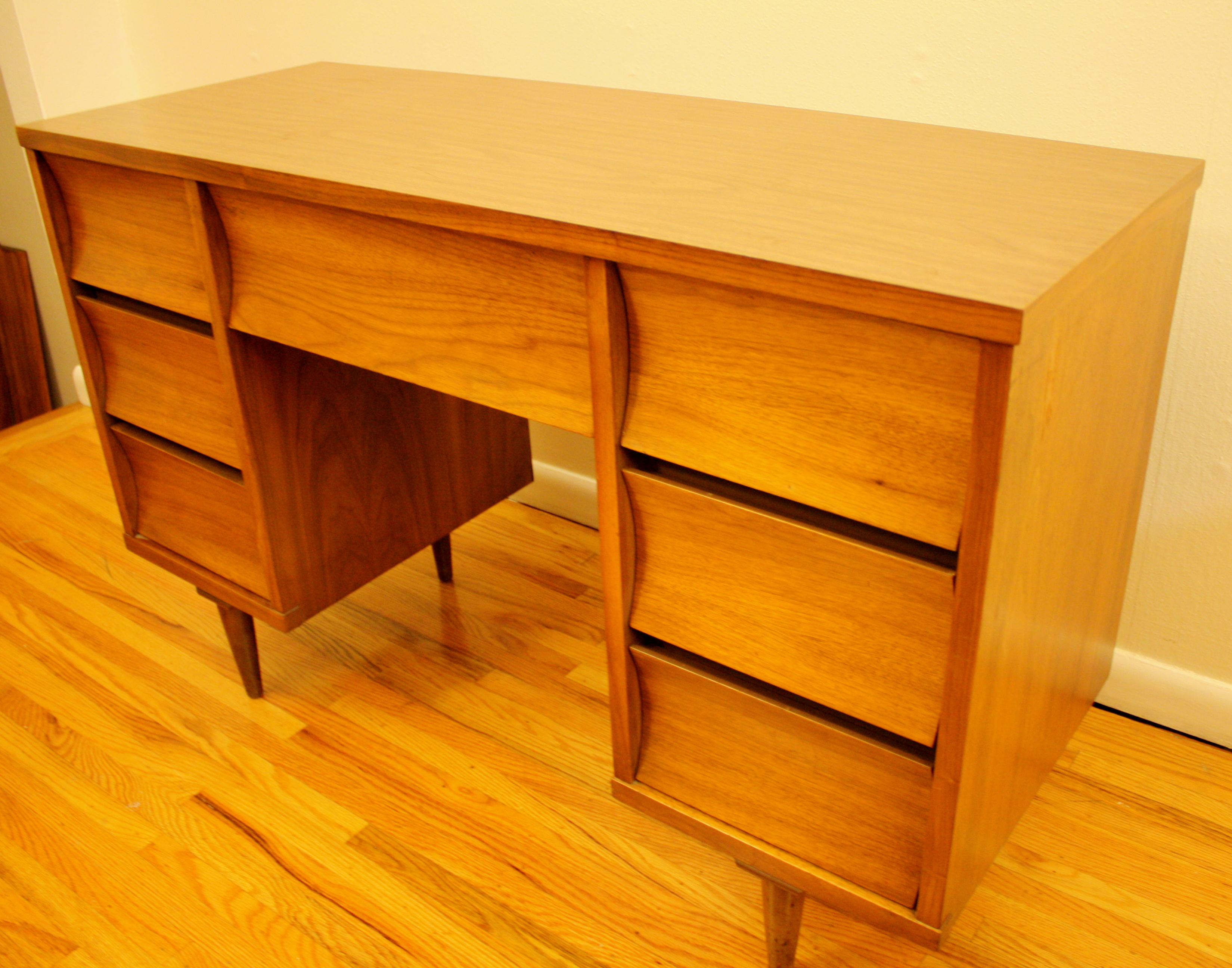 Mid Century Modern Concave Desk By Johnson Carper Picked