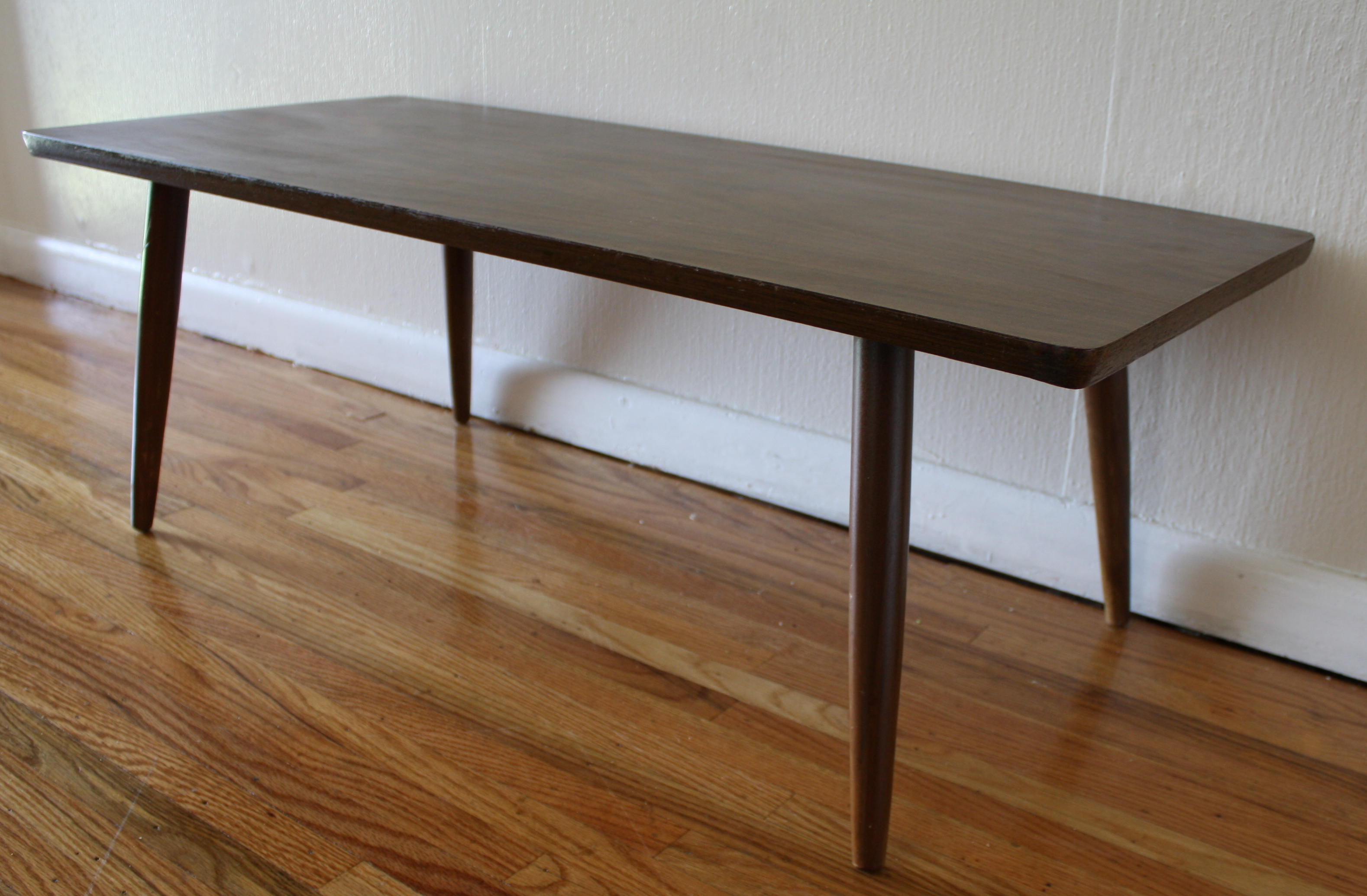 Mid Century Modern Coffee Table With Tapered Legs Picked Vintage