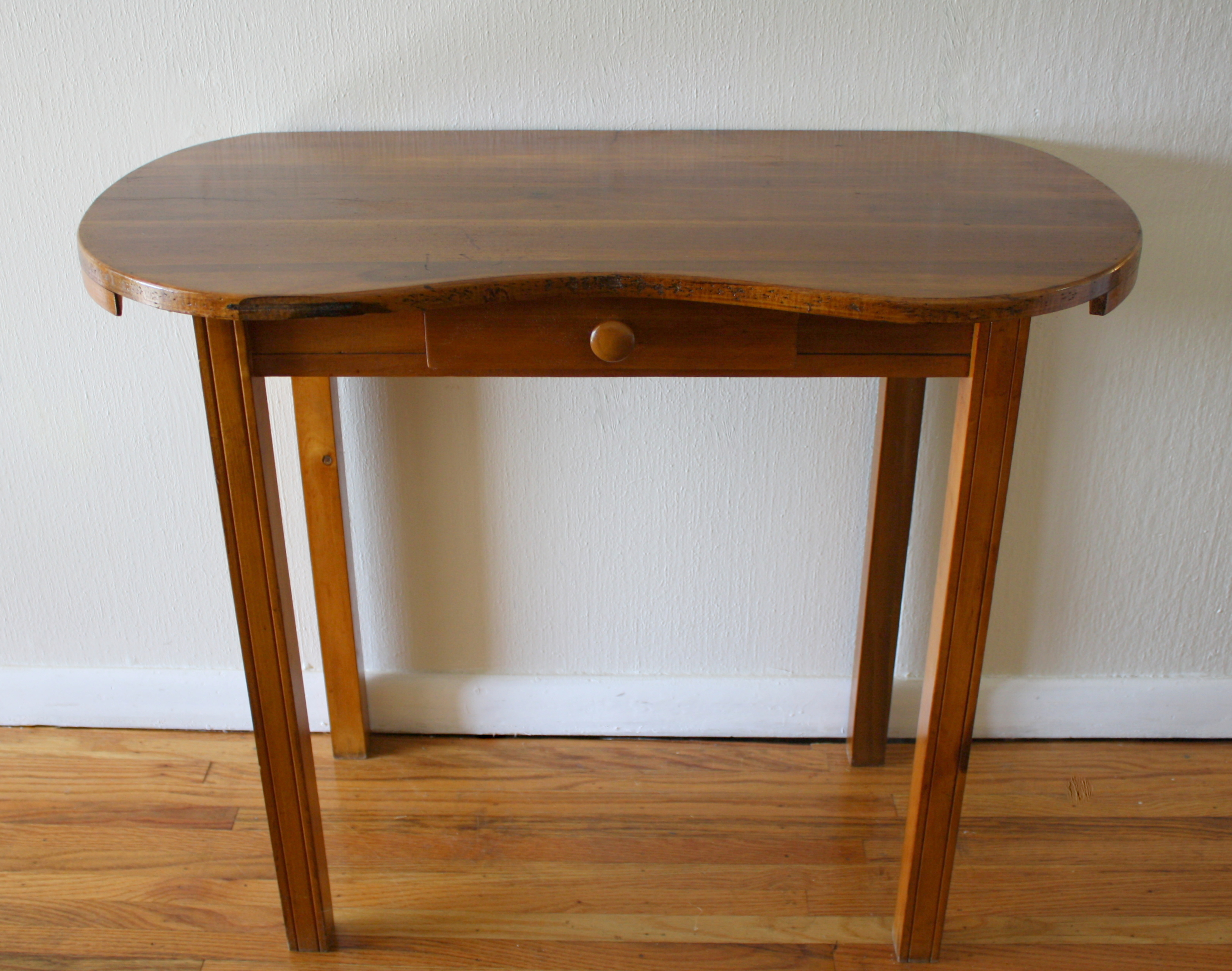 petite antique kidney vanity table picked vintage. Black Bedroom Furniture Sets. Home Design Ideas
