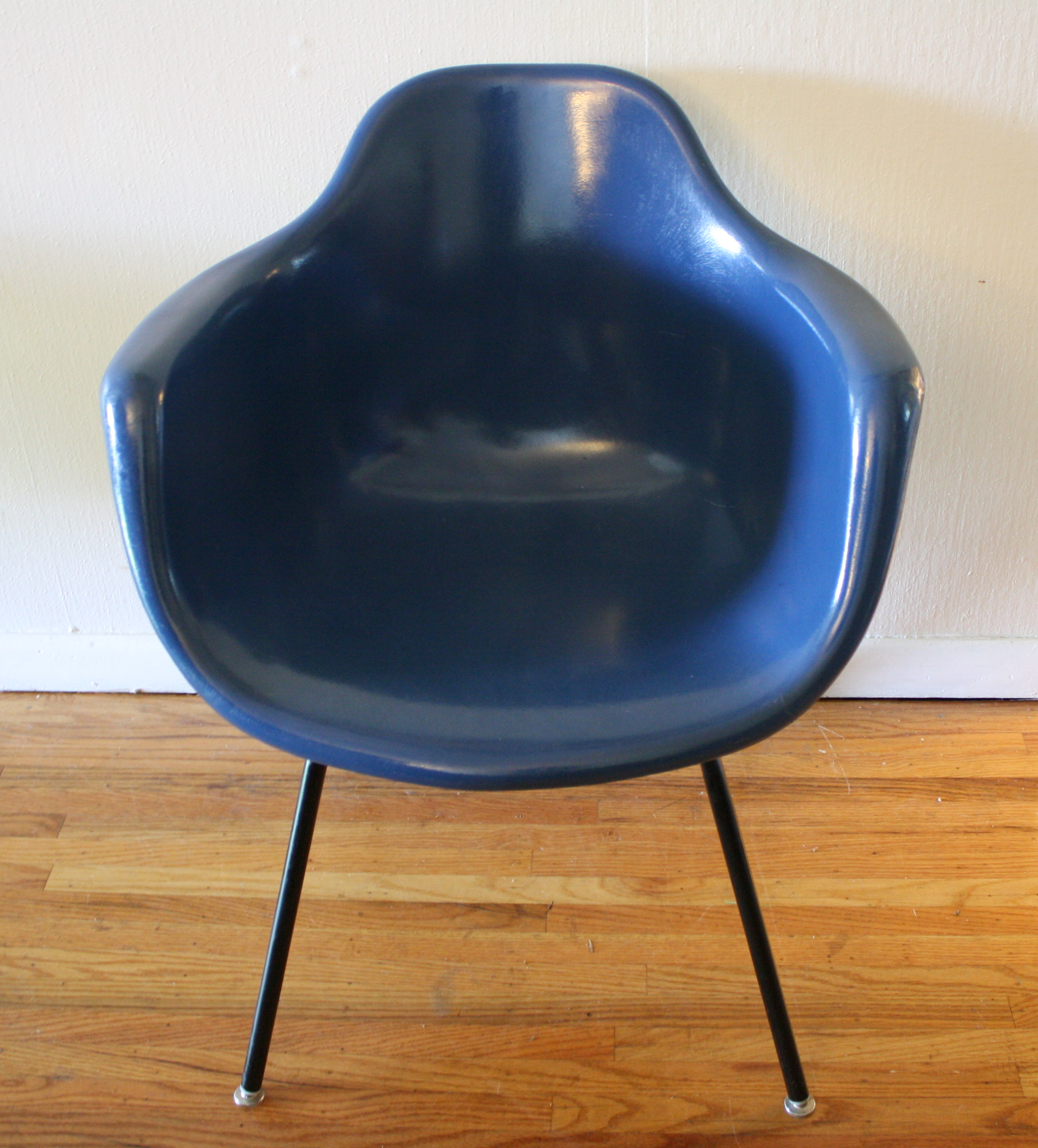Charmant Mid Century Modern Cobalt Blue Shell Chairs