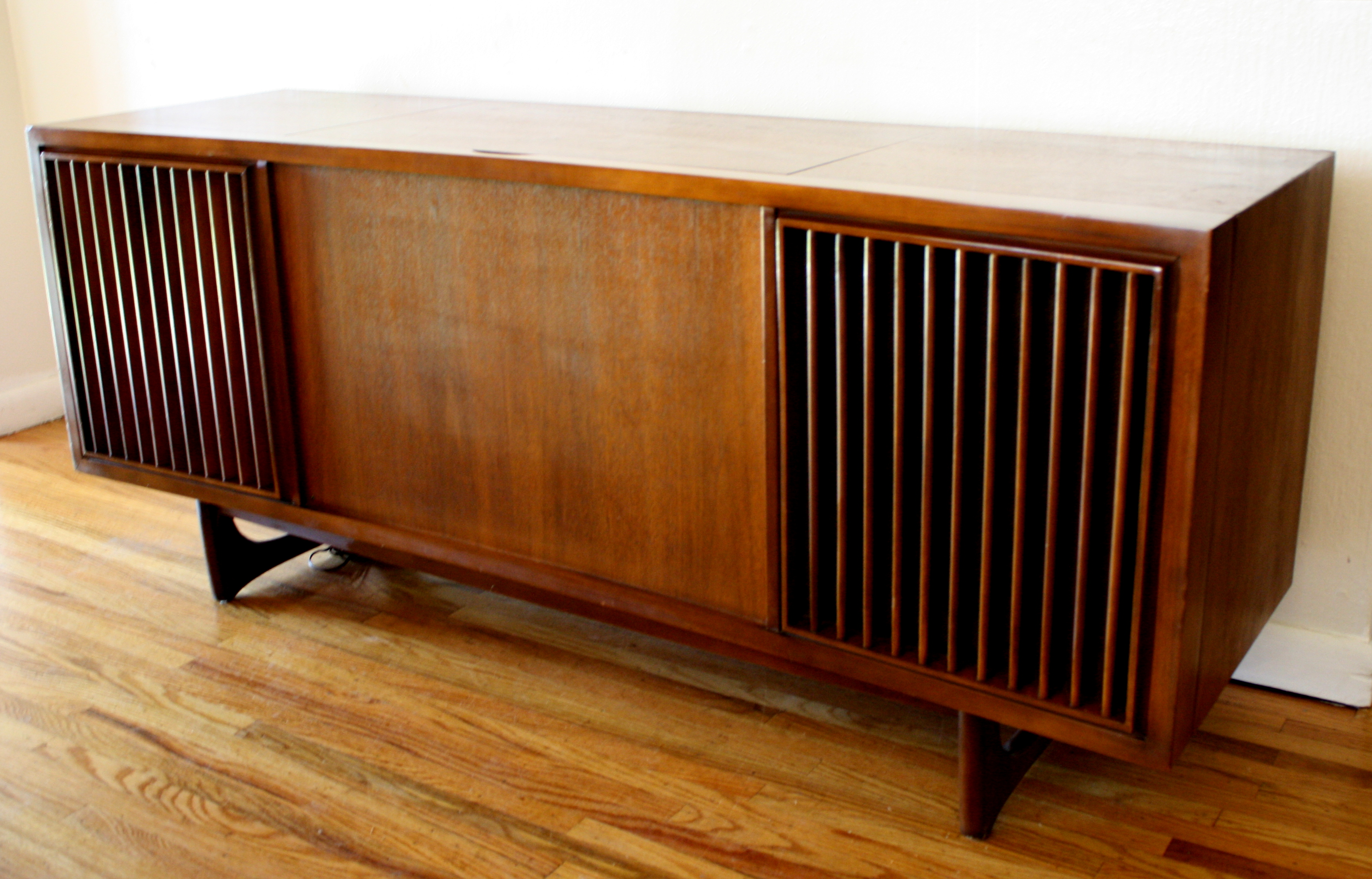 Mid Century Modern Slatted Stereo Record Player Rca