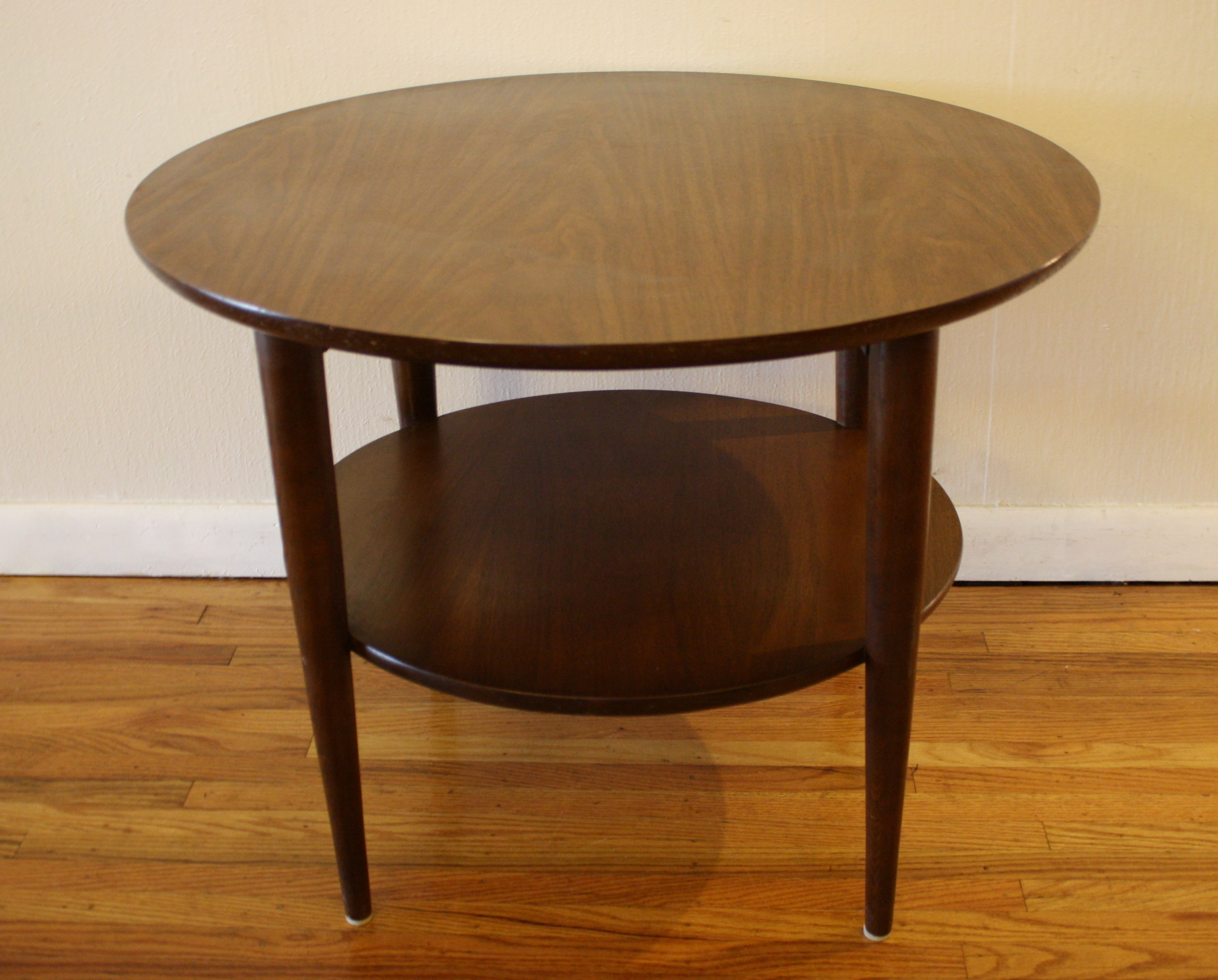 Mid century modern round coffee table and side table for Innovative table