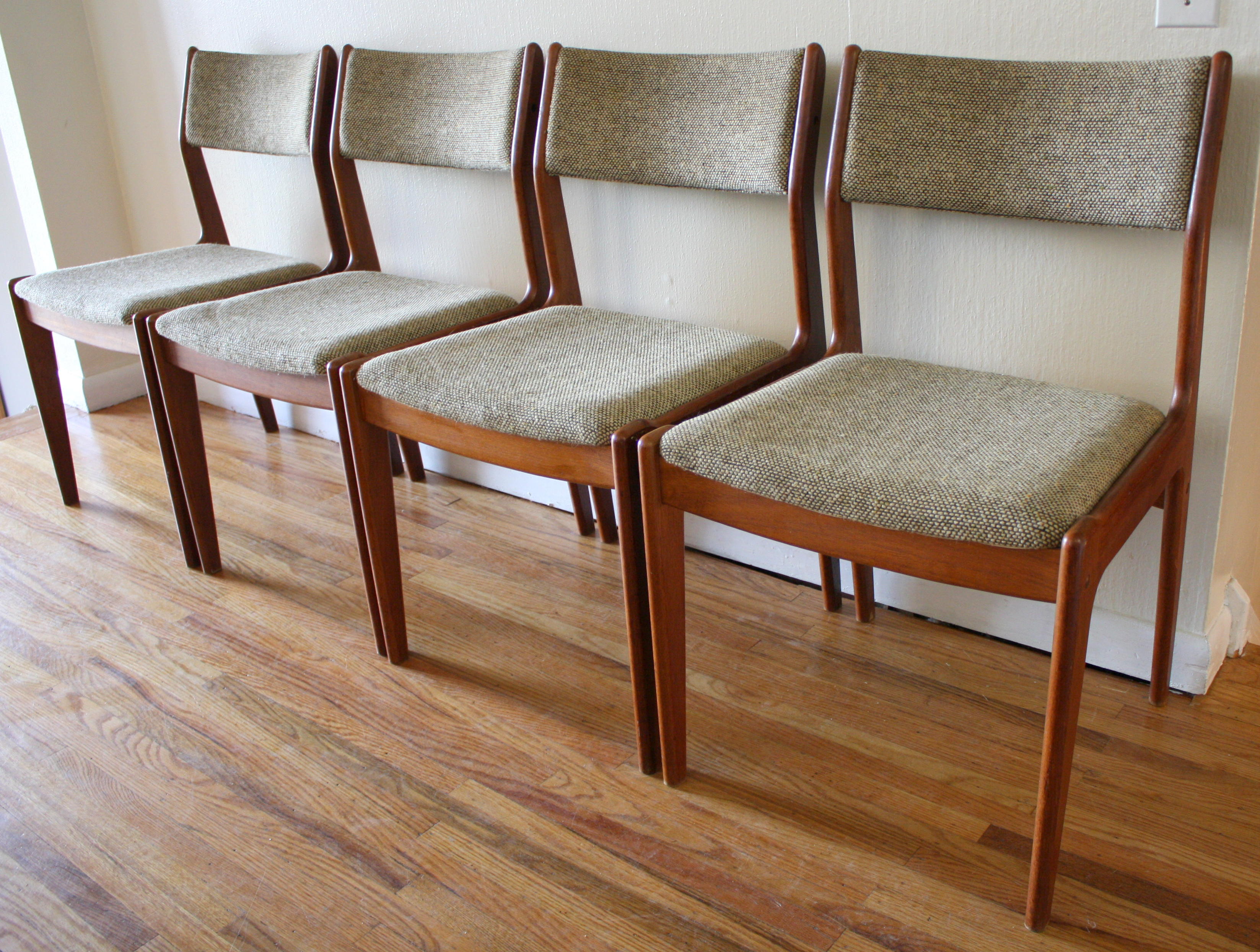 Set of 4 Mid Century Modern Danish Dining Chairs
