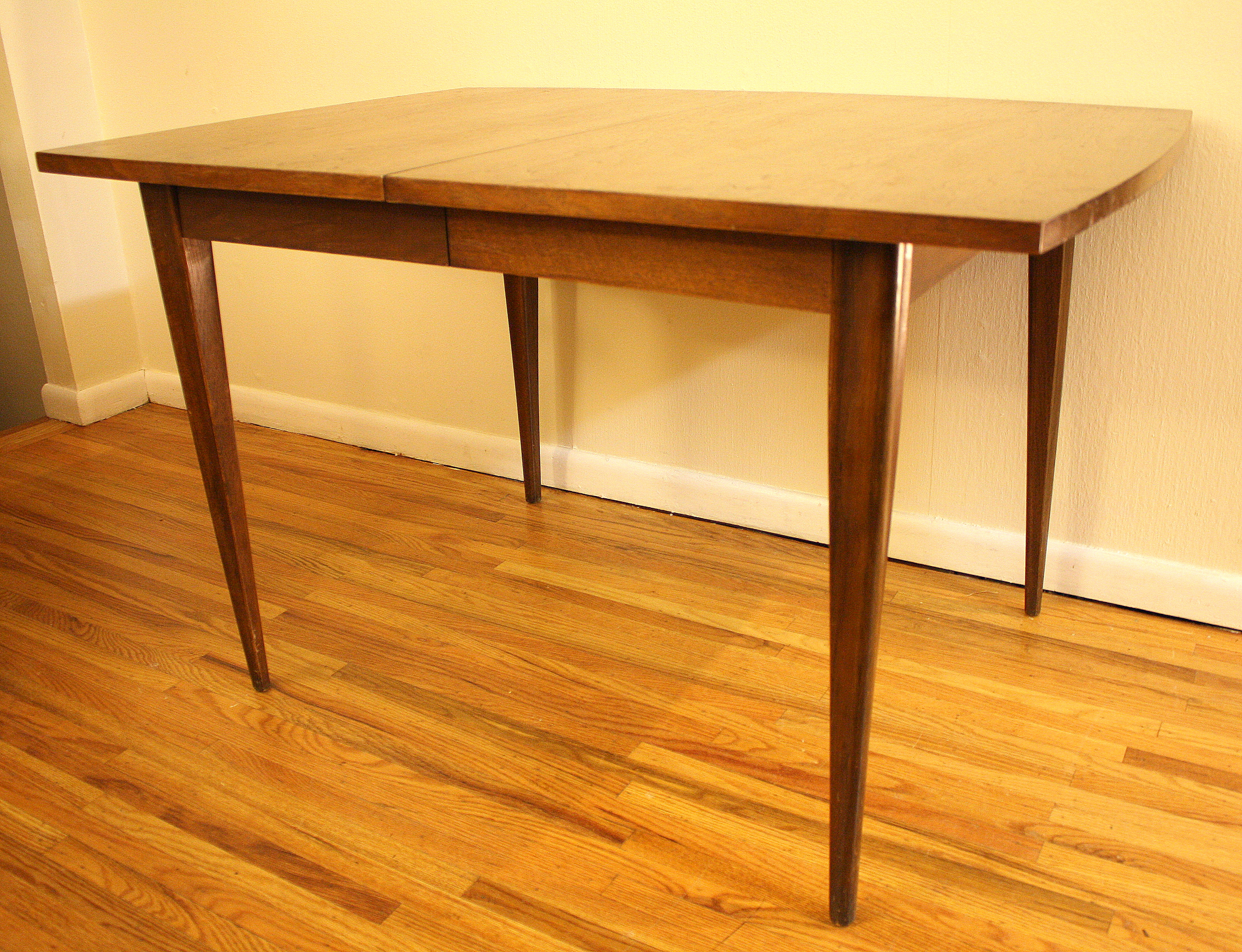 Mcm Dining Table W Sculpted Legs
