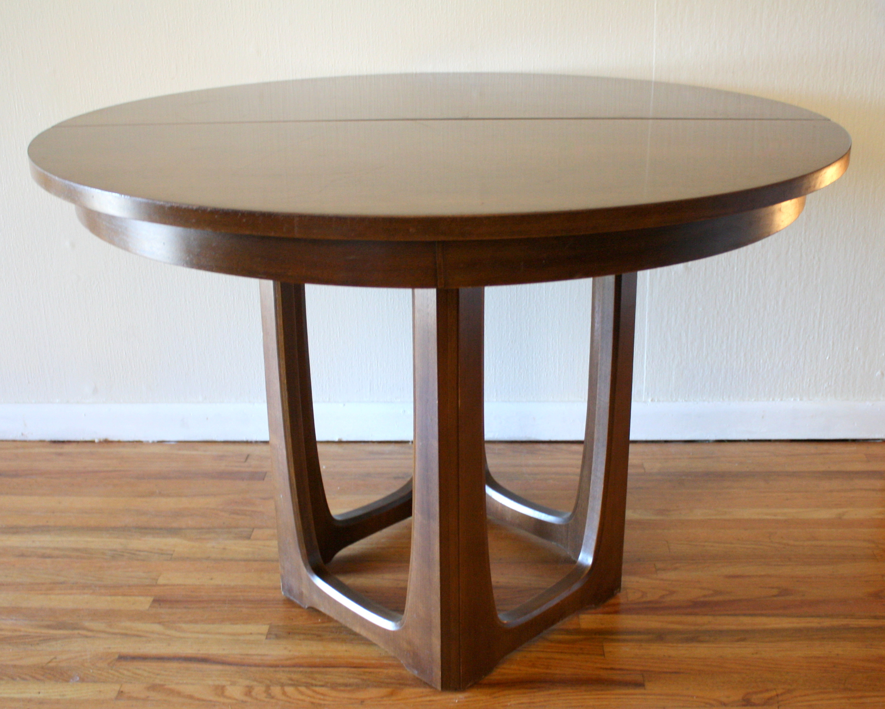 Mid century modern dining tables picked vintage for Mid century modern dining table