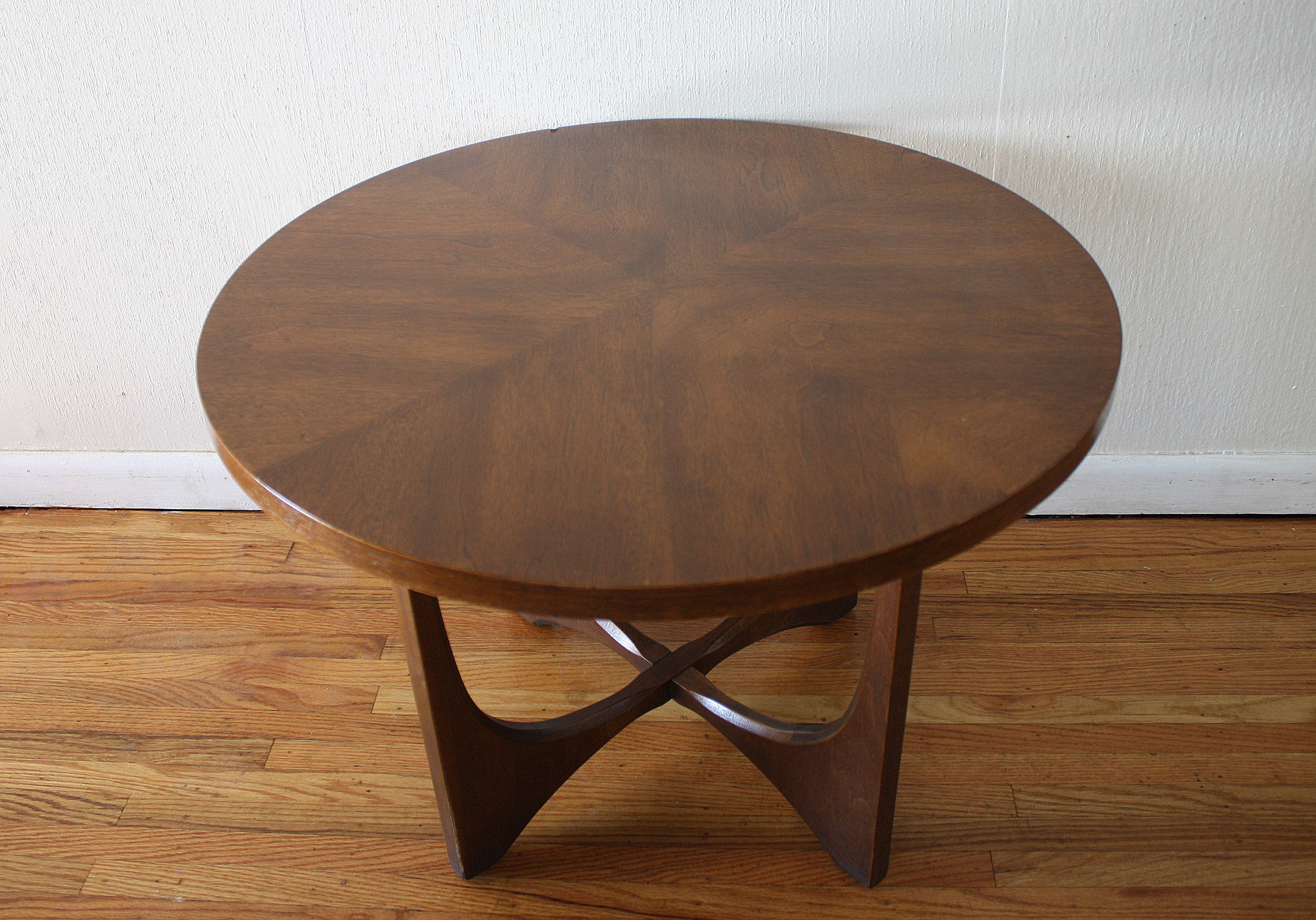 Picture of: Mid Century Modern Broyhill Brasilia Side End Table Picked Vintage