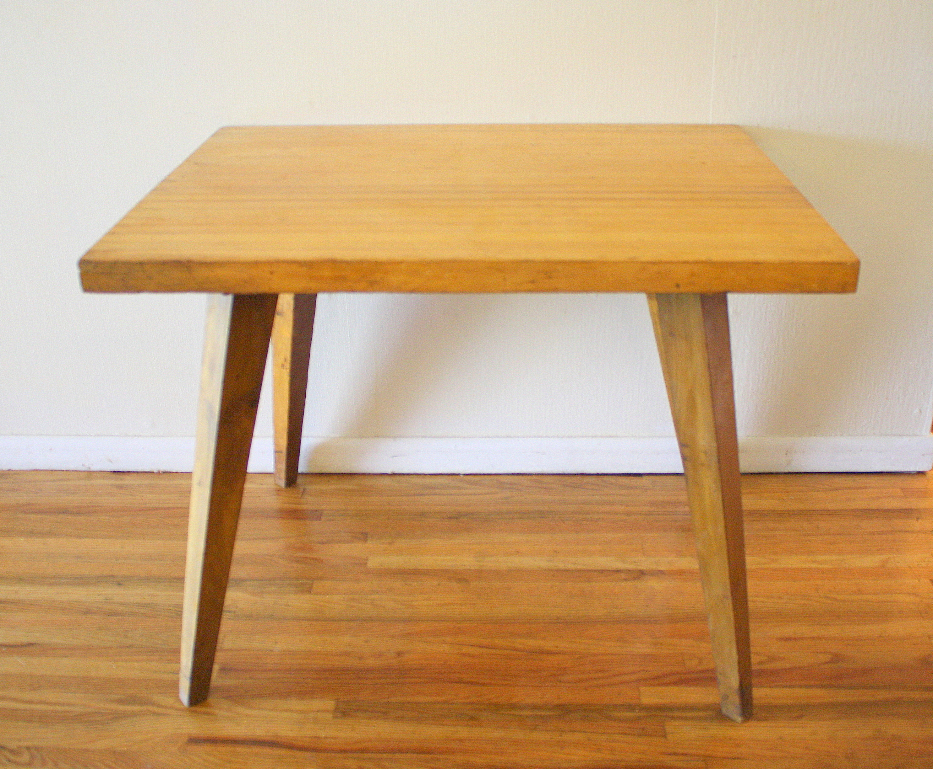 Mid Century Modern Splayed Leg Table