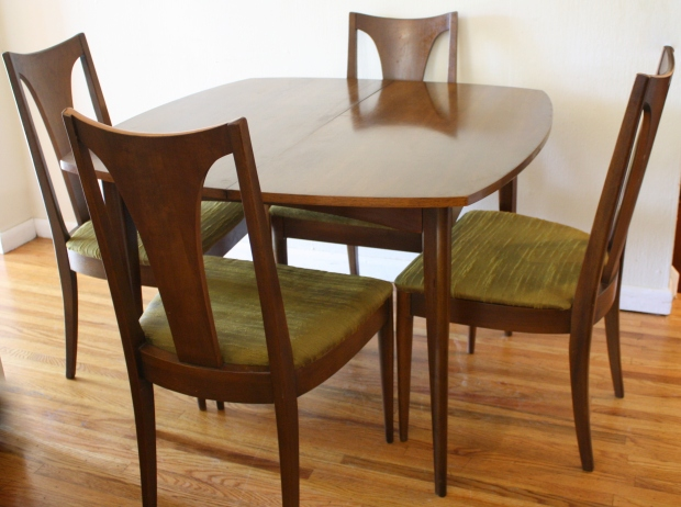 surfboard table with 4 broyhill chairs 1 picked vintage. Black Bedroom Furniture Sets. Home Design Ideas
