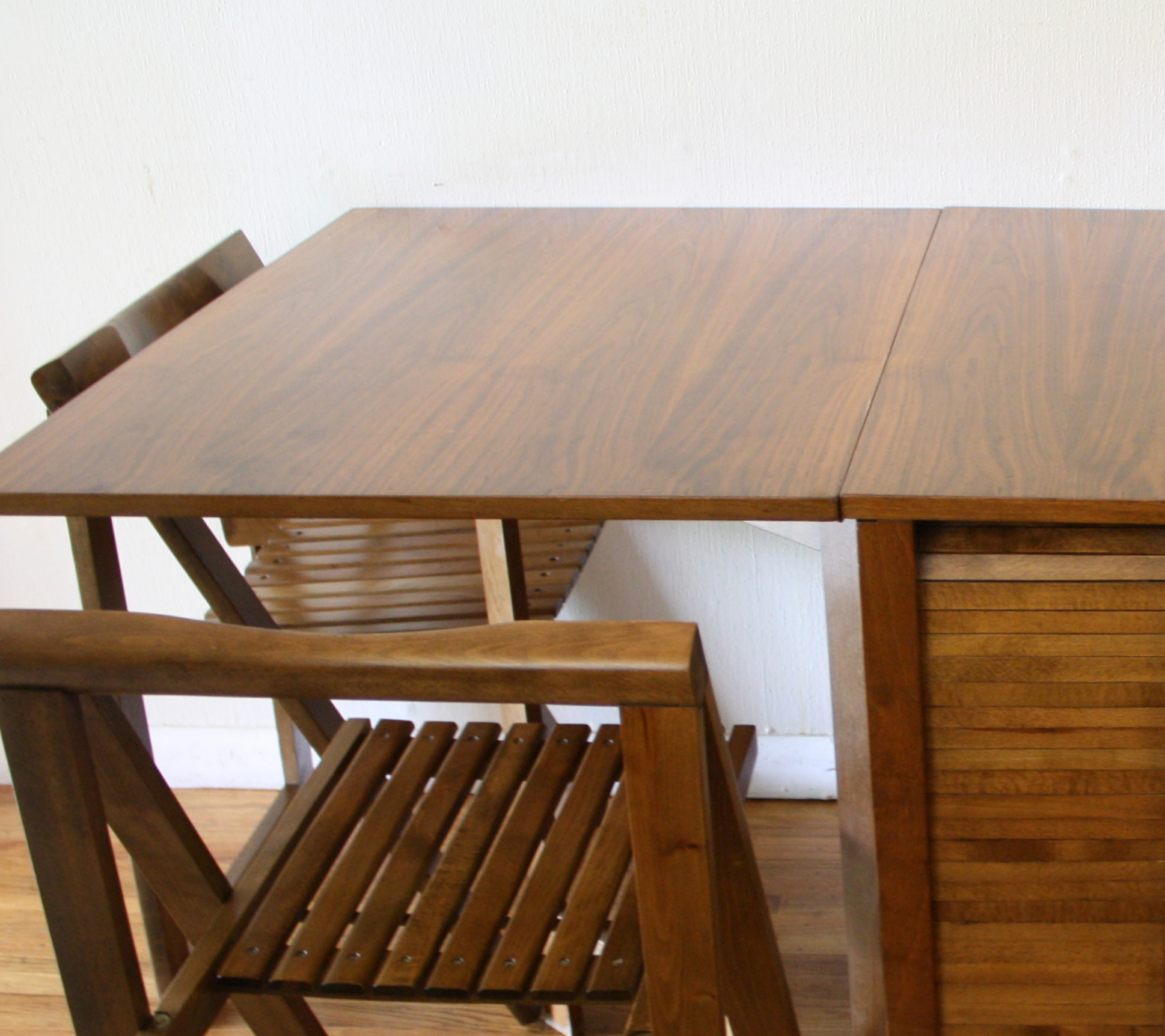 Mid Century Modern Gateleg Dining Table And Folding Chairs