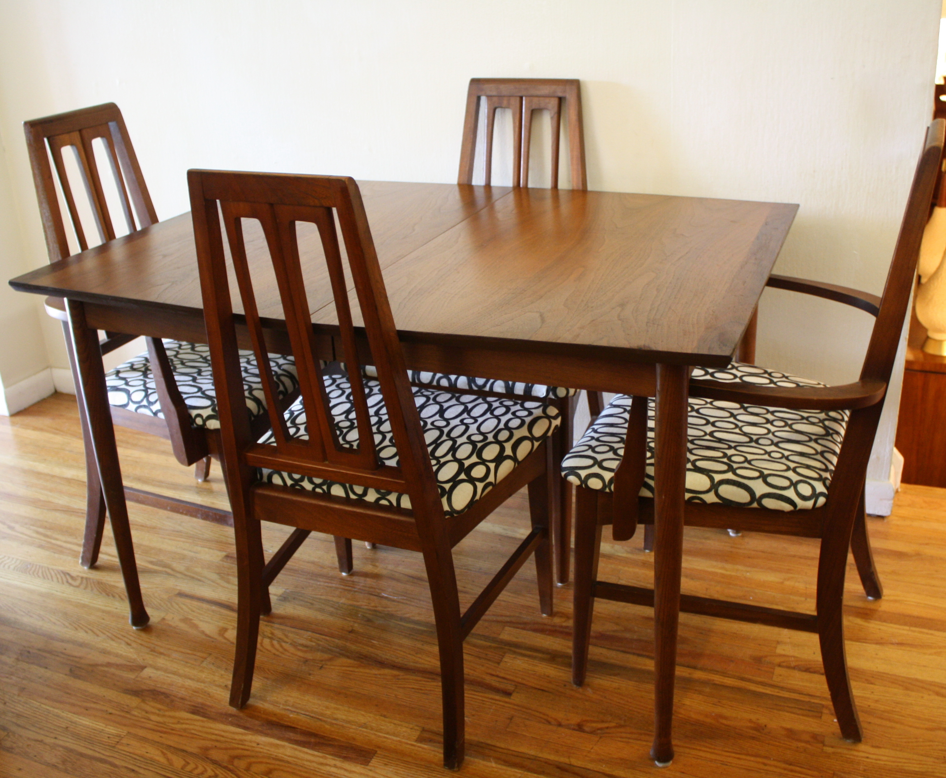 Mid century modern sets of dining chairs picked vintage for Old table modern chairs
