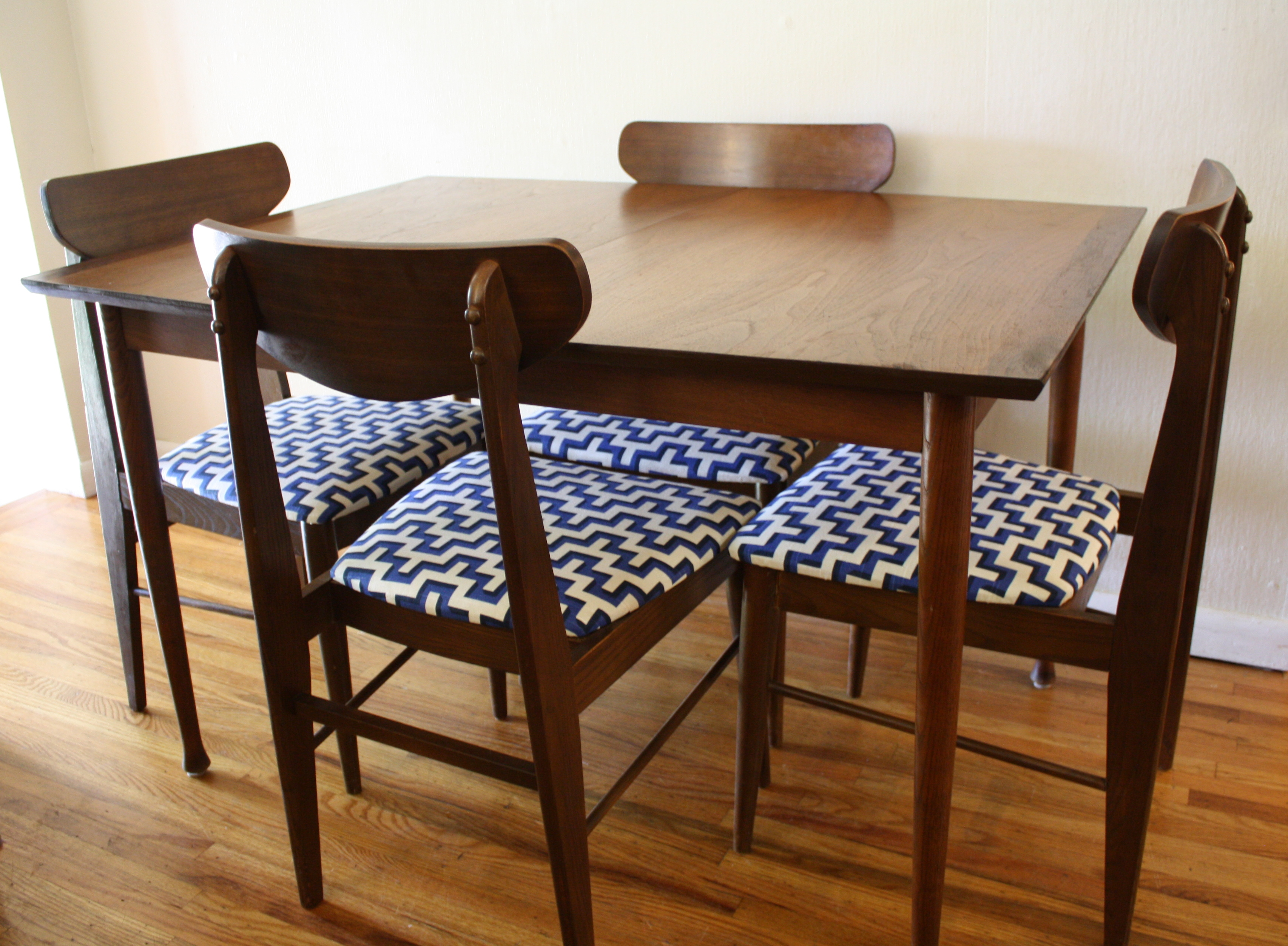 mid century modern sets of dining chairs picked vintage. Black Bedroom Furniture Sets. Home Design Ideas