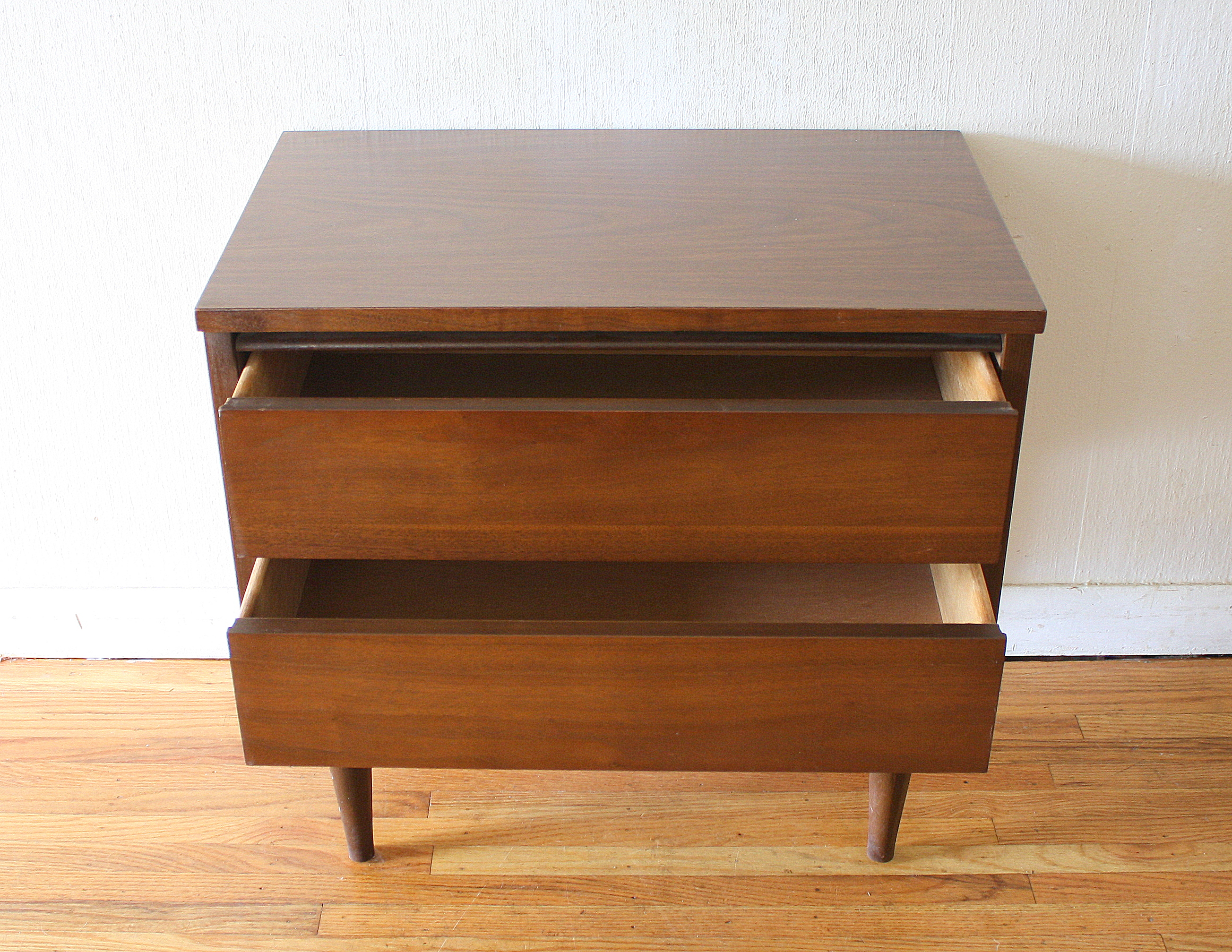 Mid Century Modern Low Dresser Credenza And Side End Table