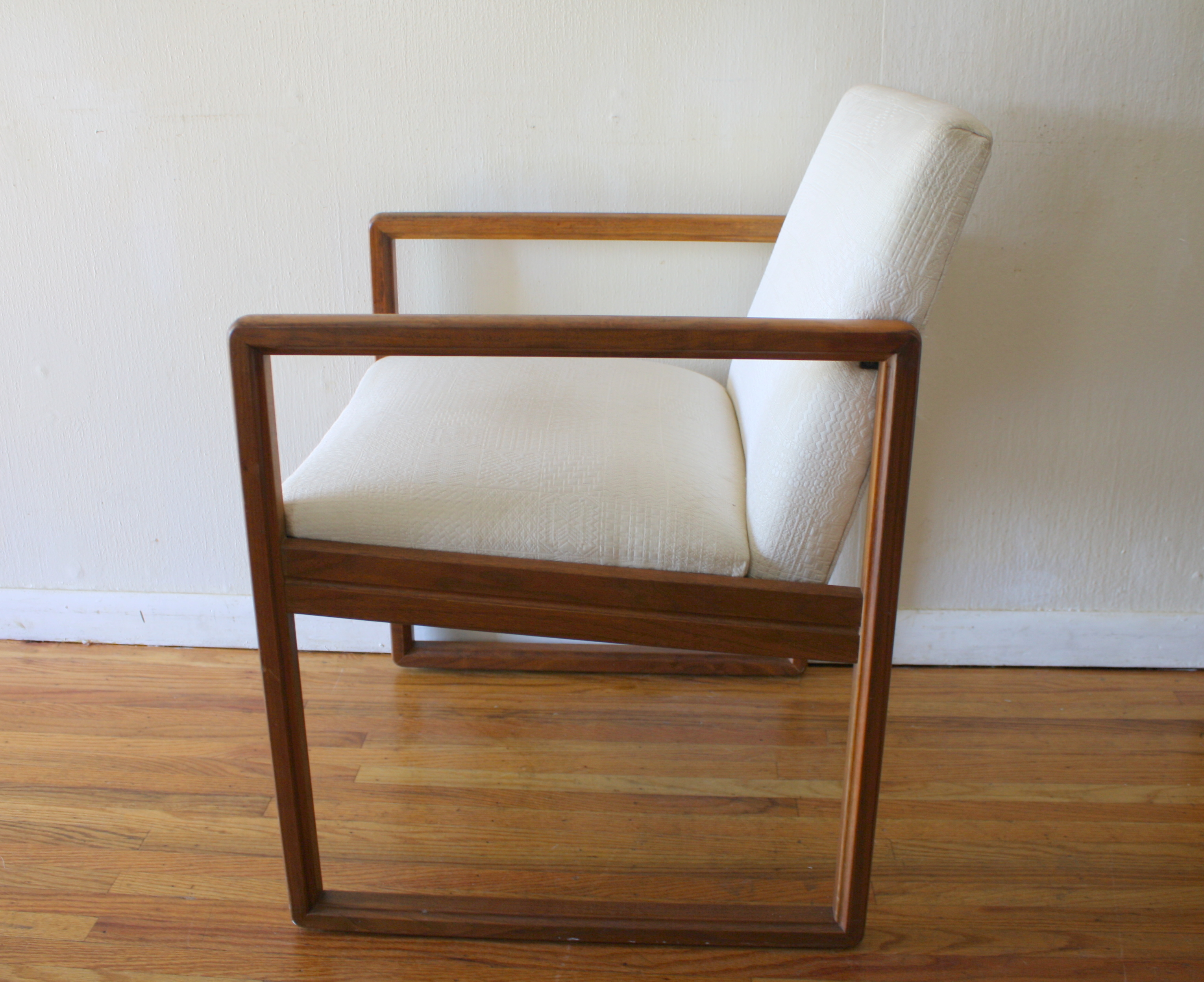 Mid century modern arm chairs picked vintage for Mid century modern upholstered chair