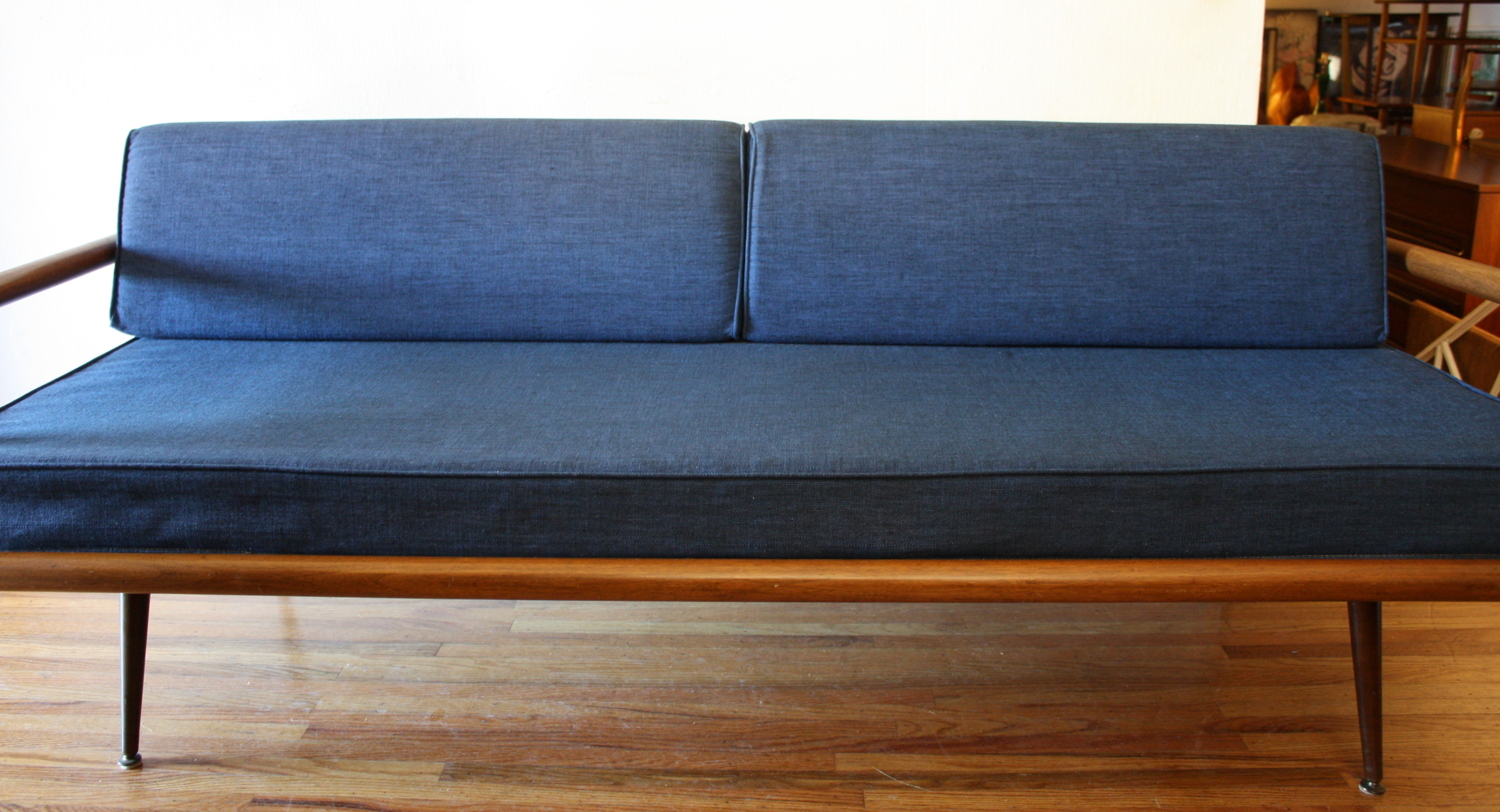Exceptionnel Mcm Blue Splayed Couch 2
