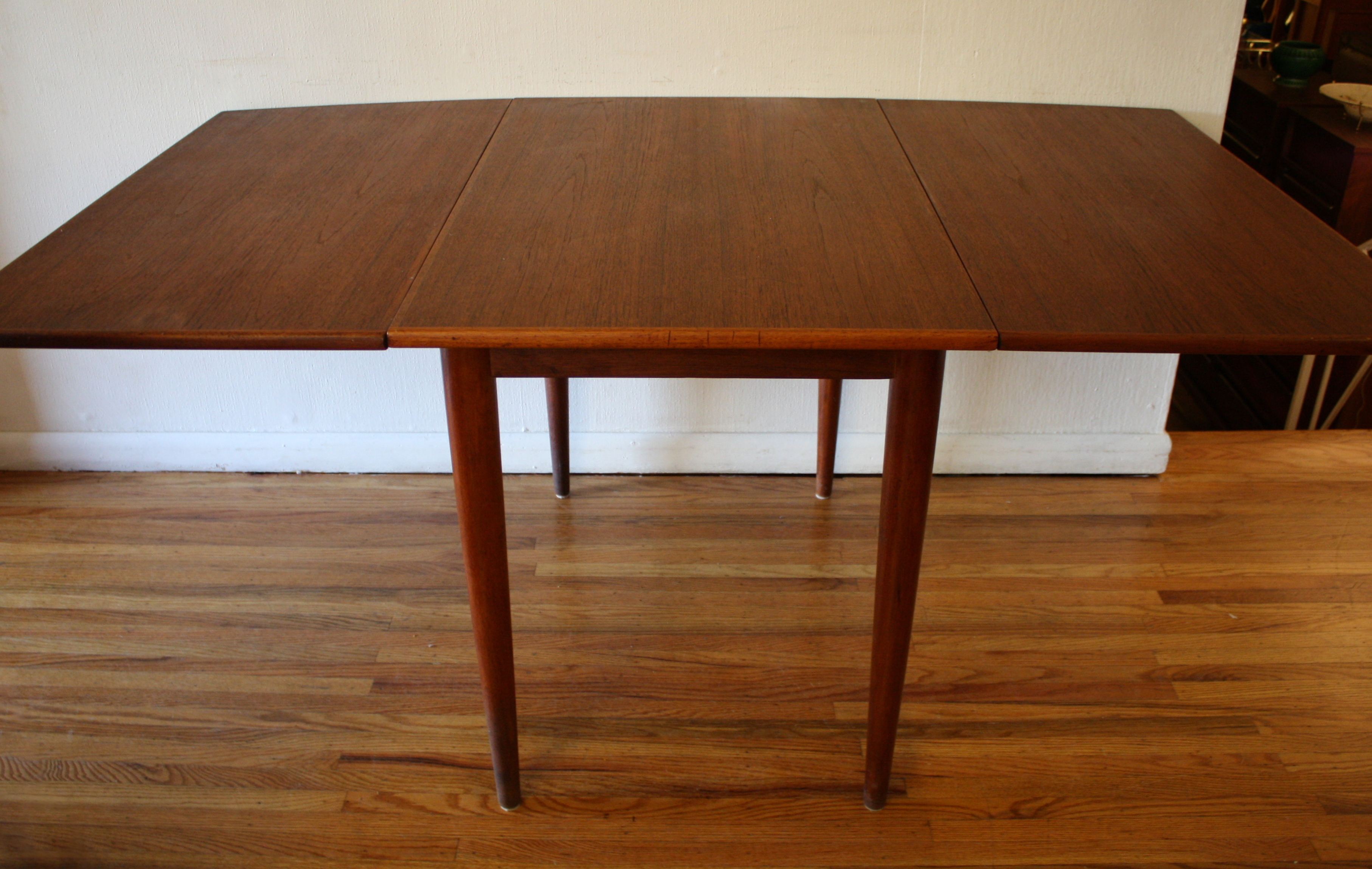 Mid Century Modern Danish Teak Dining Chairs And Folding Table - Teak dining table with leaf