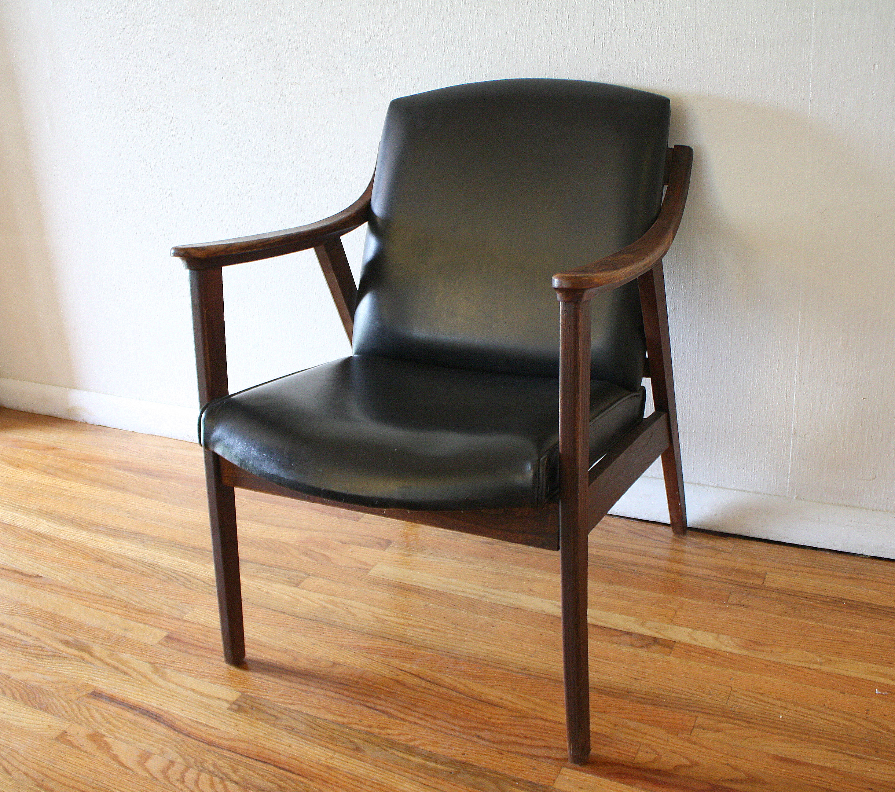 Mid Century Chair: Mid Century Modern Chairs