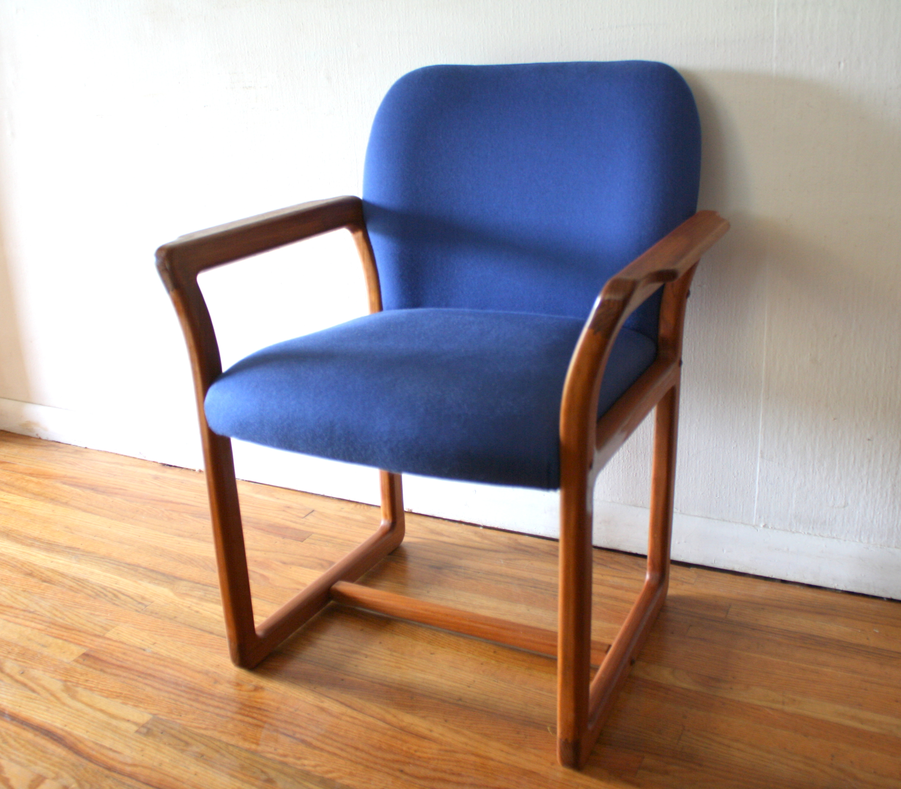 Mid century modern teak arm chair picked vintage for Modern arm chair