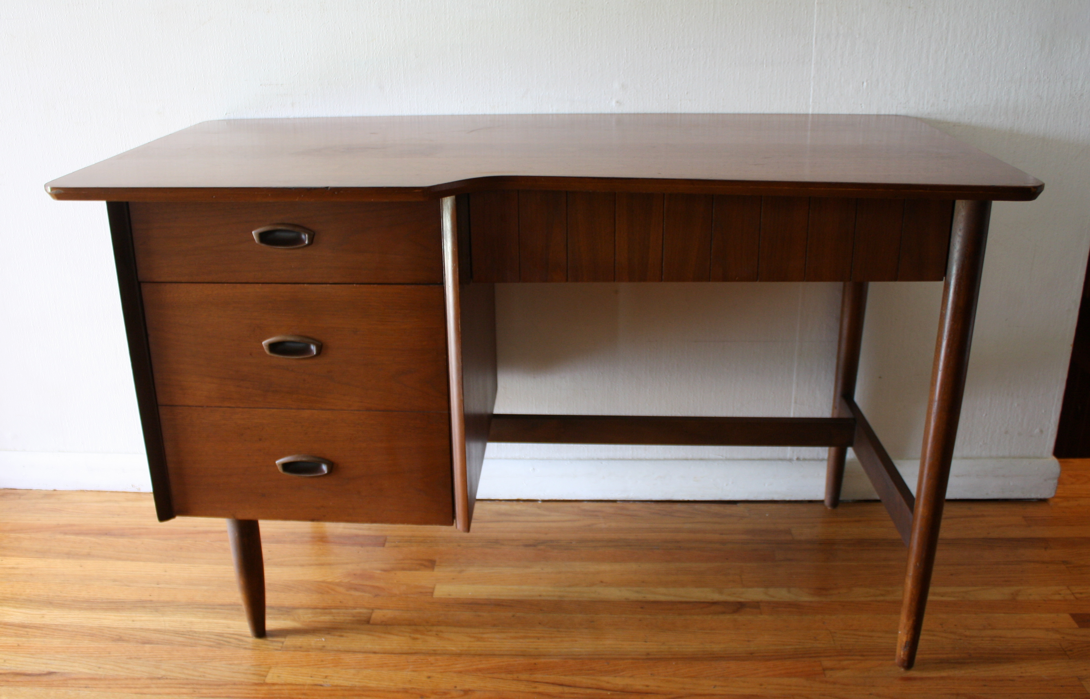 Mid Century Modern Desk From The Hooker Mainline Picked Vintage