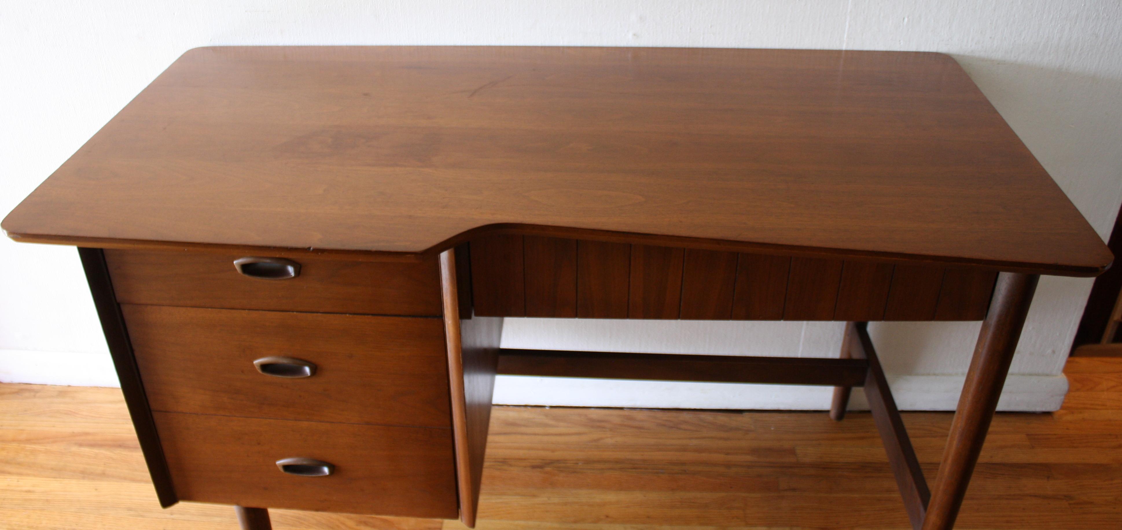 Hooker mainline desk 1 hooker mainline desk 2