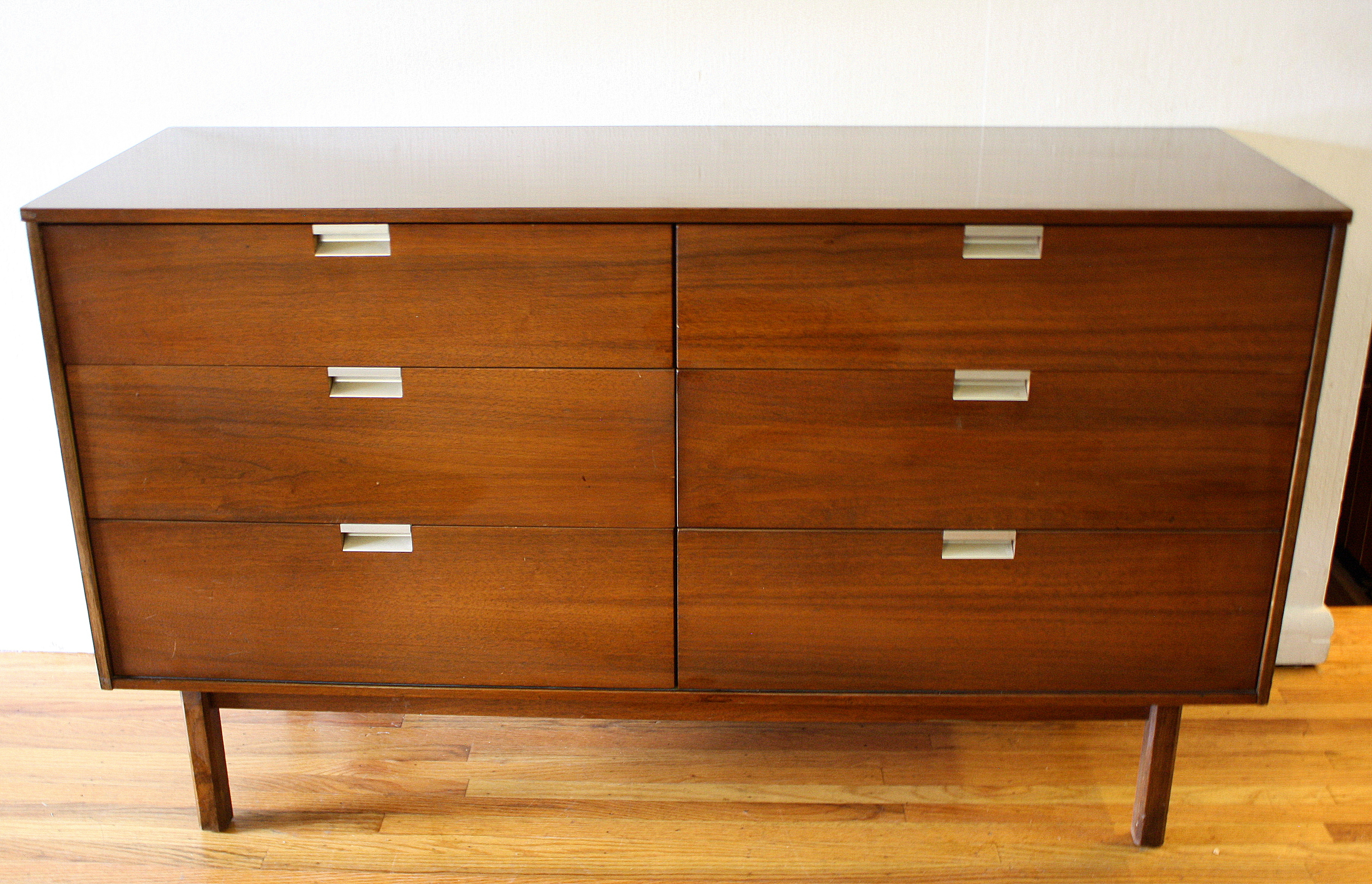 Image of: Mid Century Modern Matching Dressers By Bassett Picked Vintage