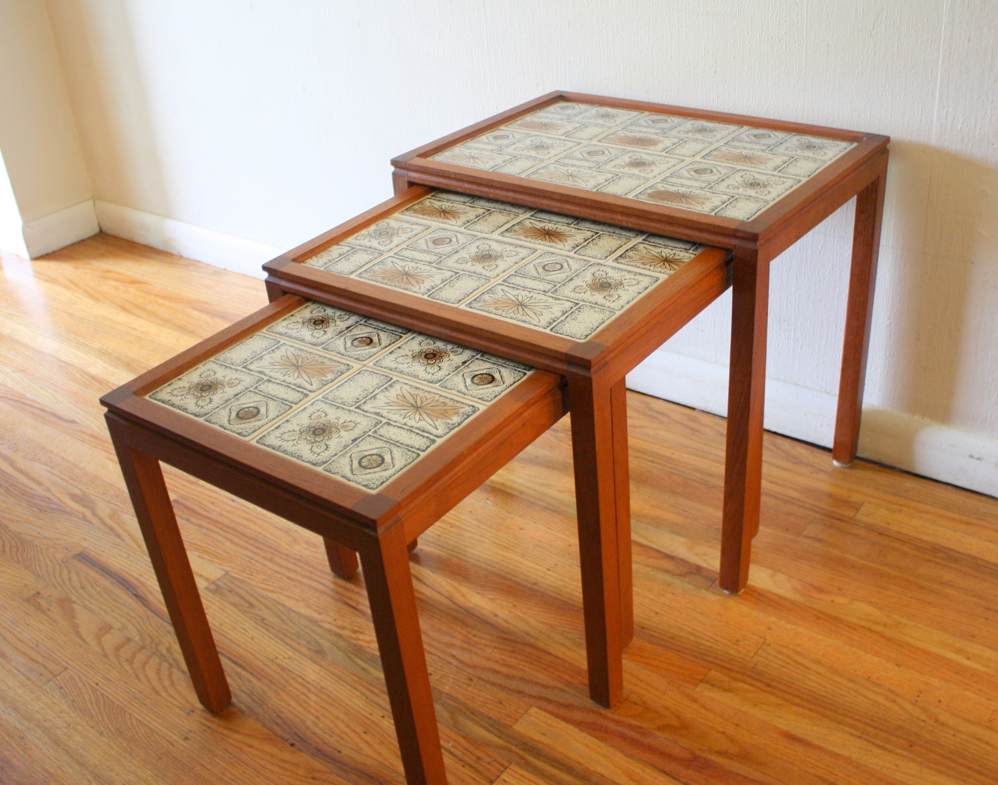 Mid Century Modern Nesting Tables Picked Vintage