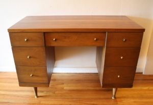 Bassett keyhole desk with brass knobs 1