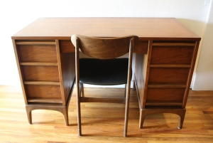 Lane keyhole desk 1