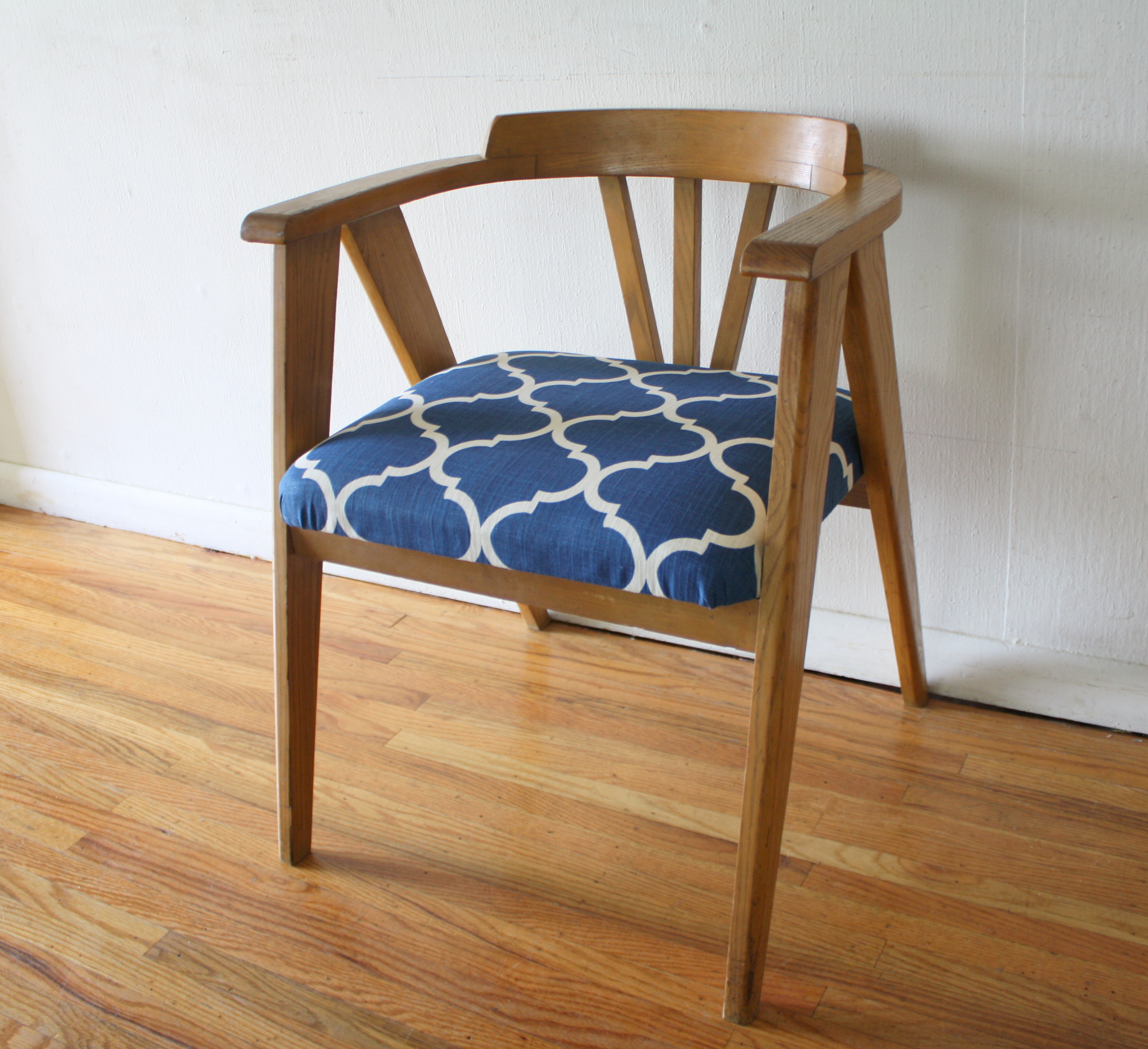 Modern wood chair with arms - Mcm Blond Angled Chair With Blue And White Seat 1