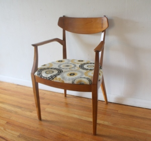 mcm chair with inlaid design 4
