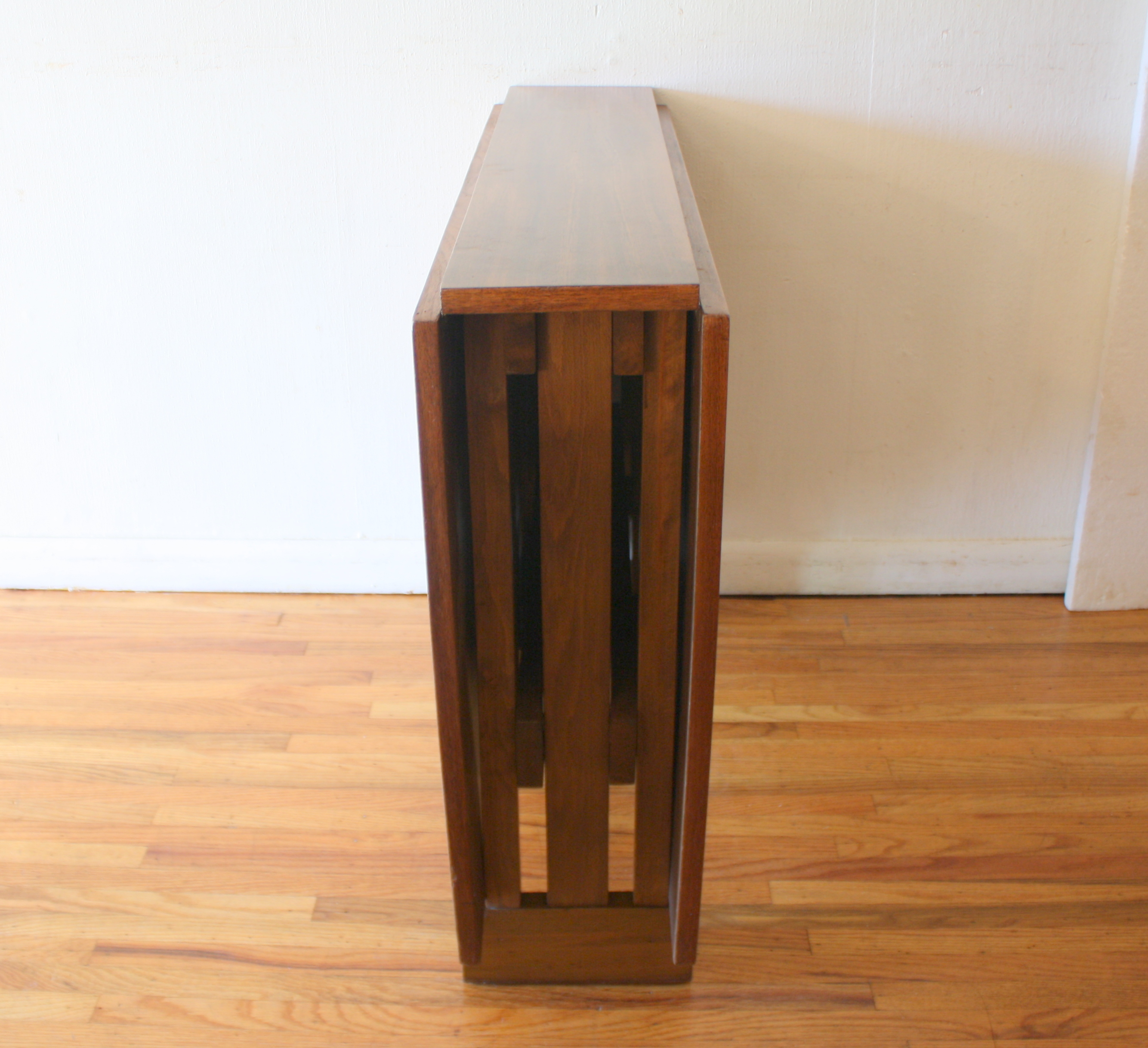 mcm gateleg table 4.JPG