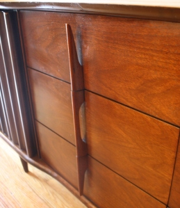 United low dresser credenza with sculpted handles 3