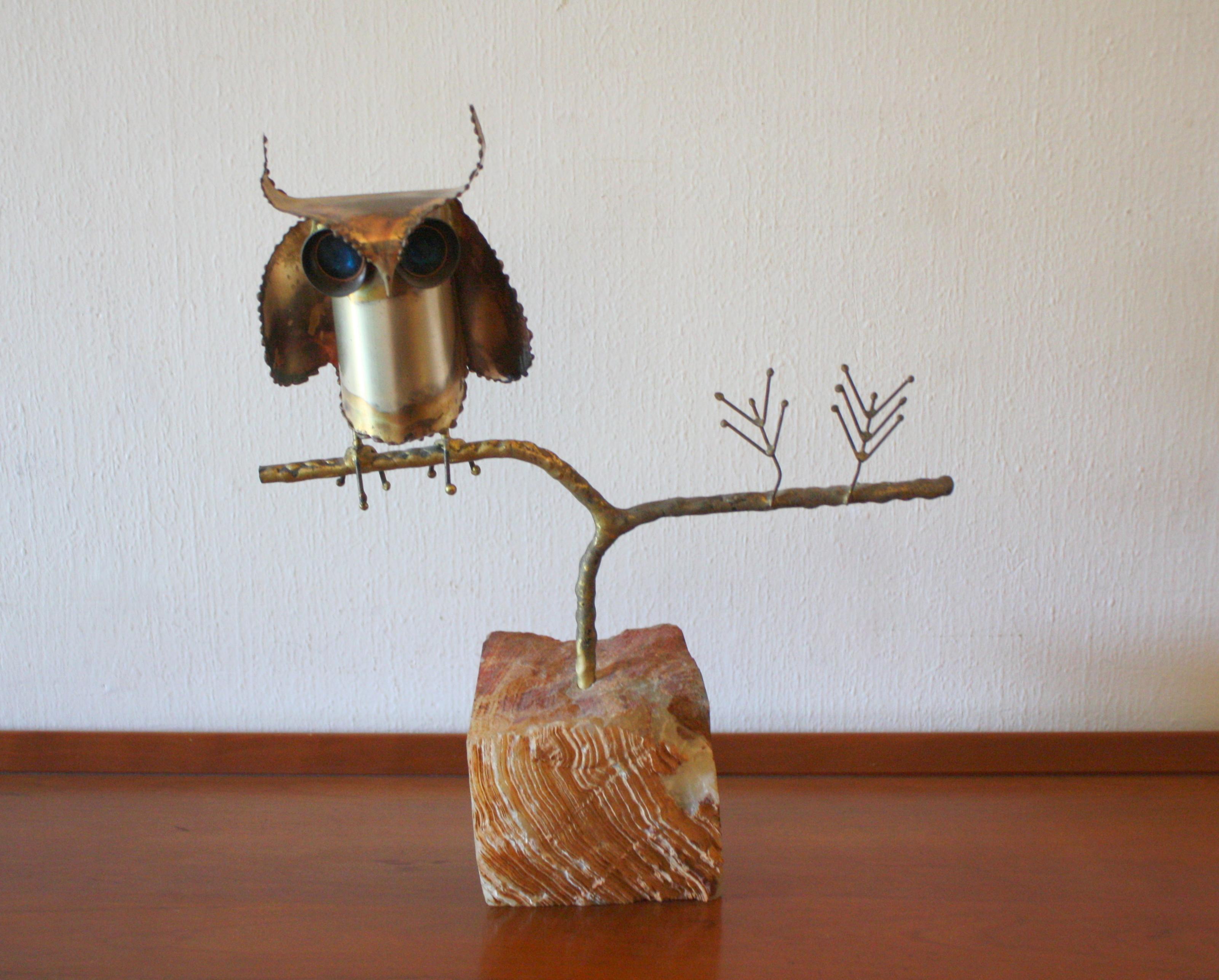 Brutalist owl sculpture in stone 1