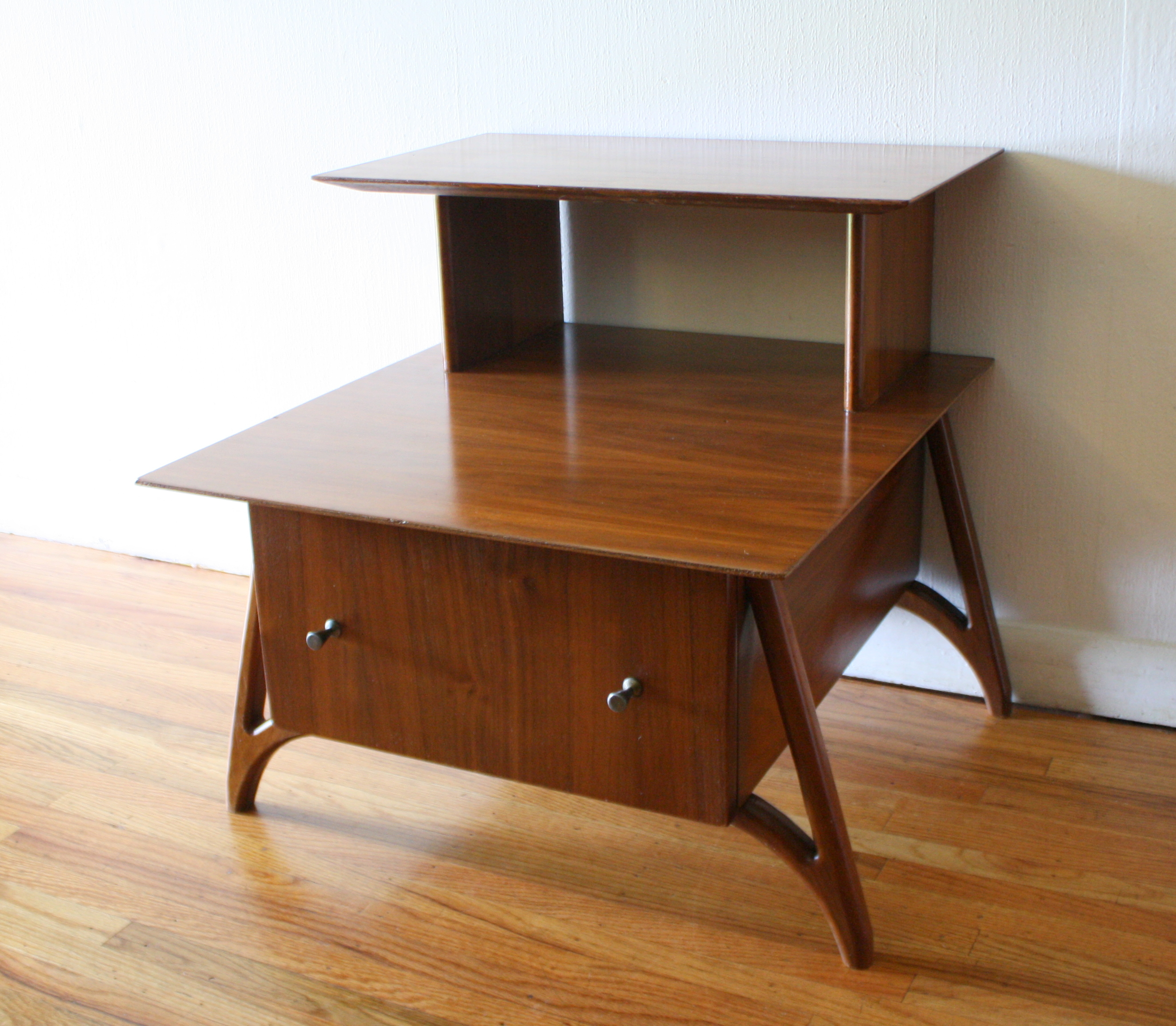 mcm 2 tiered side table with sculpted legs 1