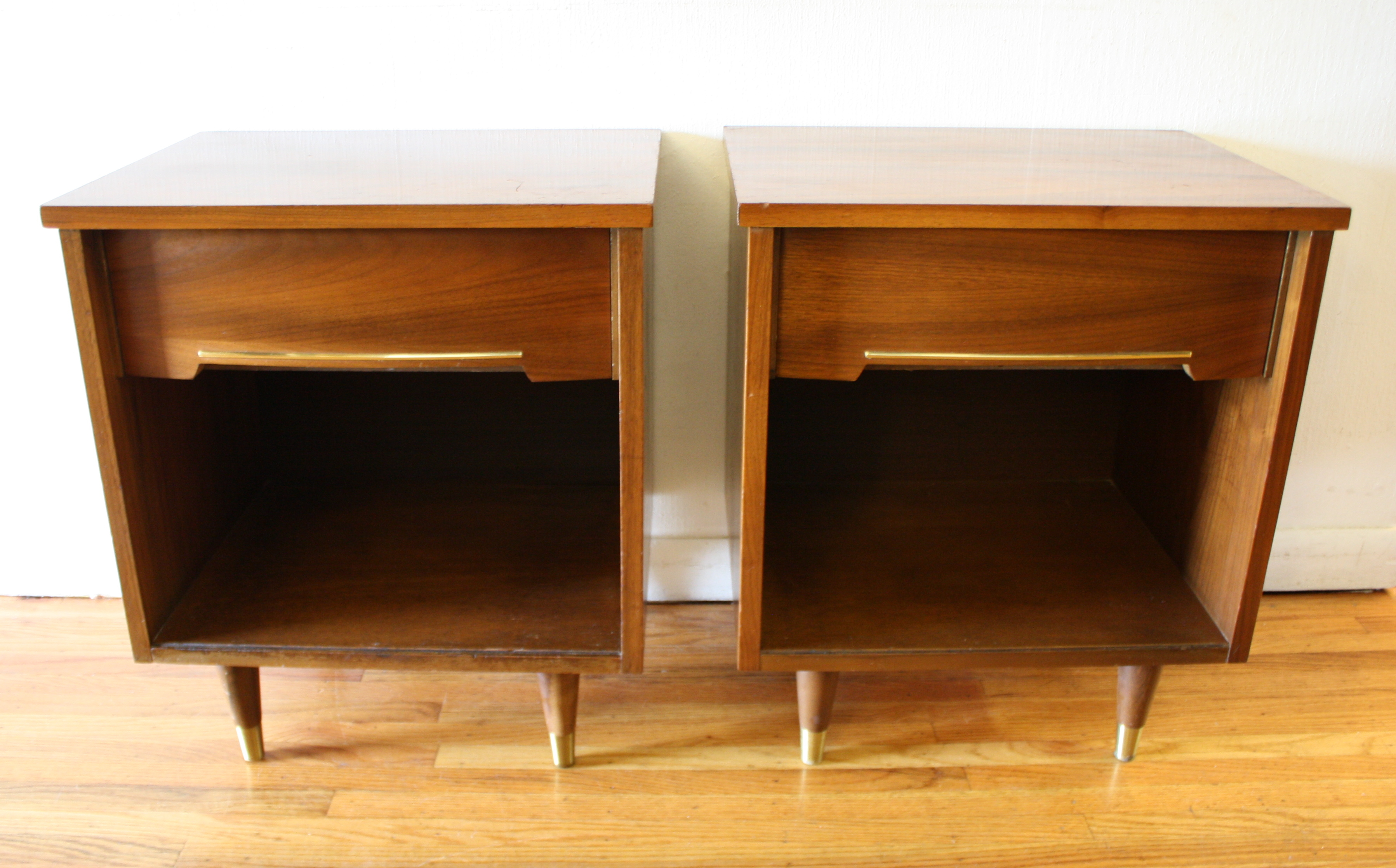 Mid Century Modern Pair Of Convex Side End Table