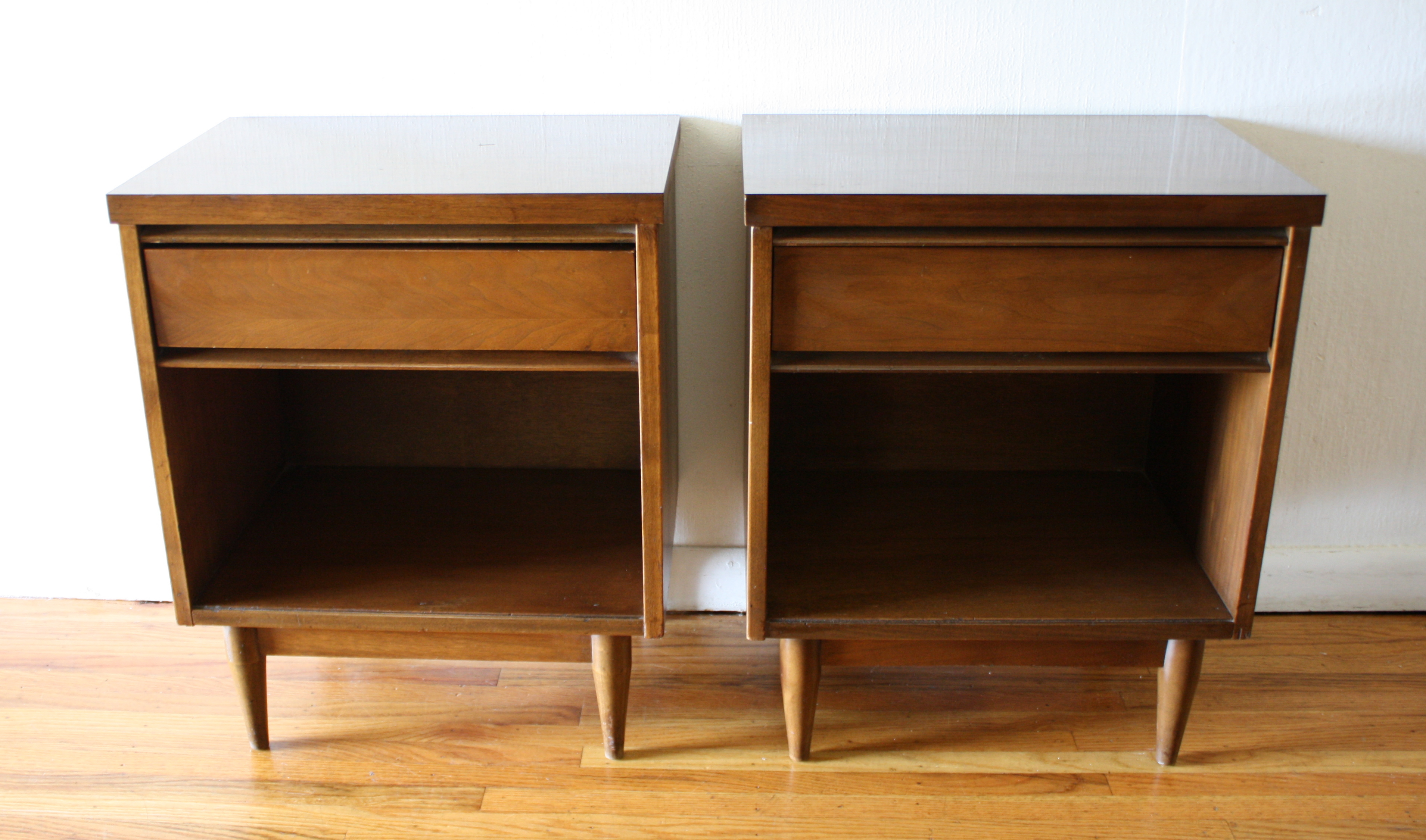 Mid Century Modern Pairs Of Side End Table Nightstands
