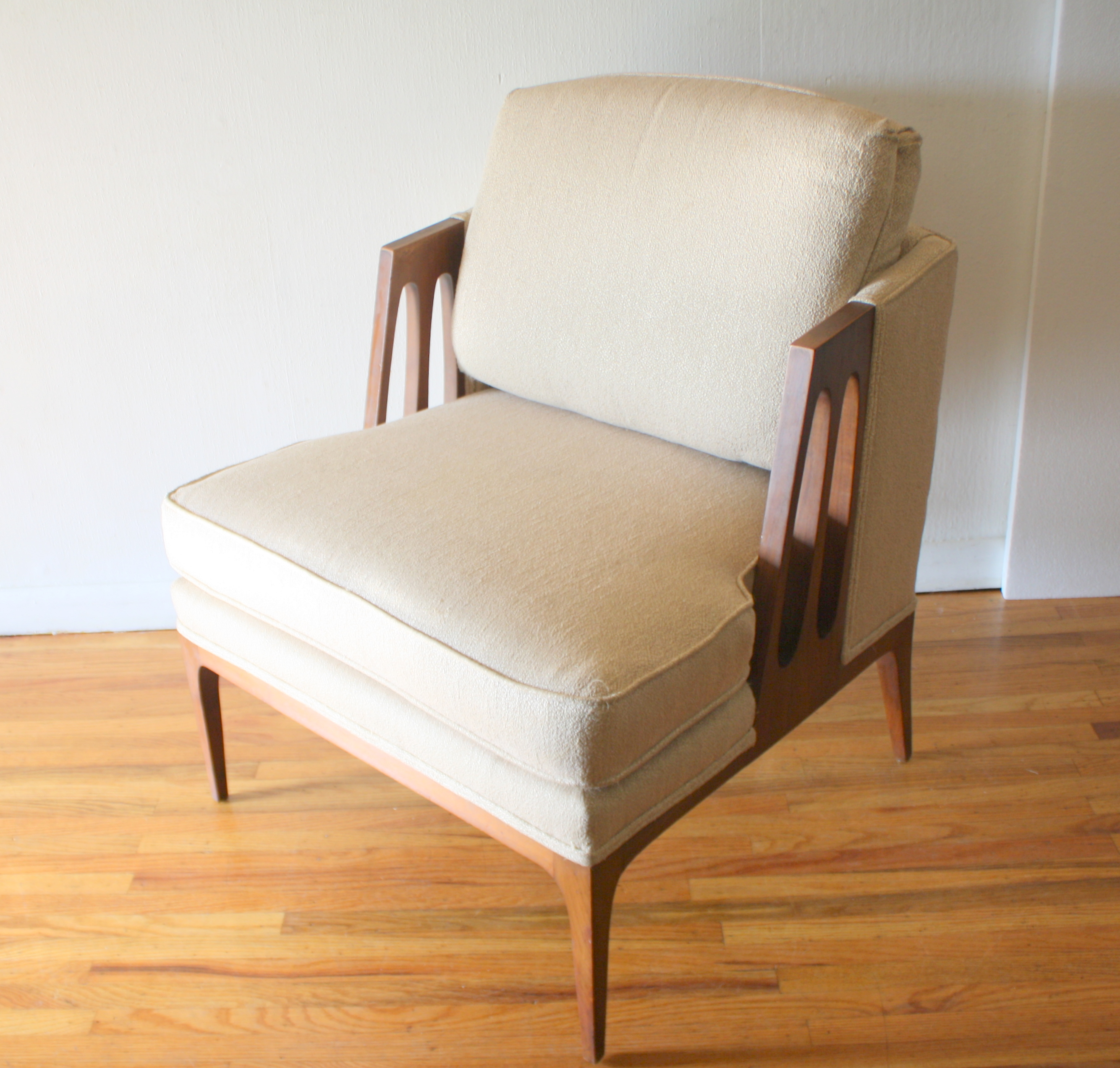 mcm arm chair with sculpted sides 1.JPG