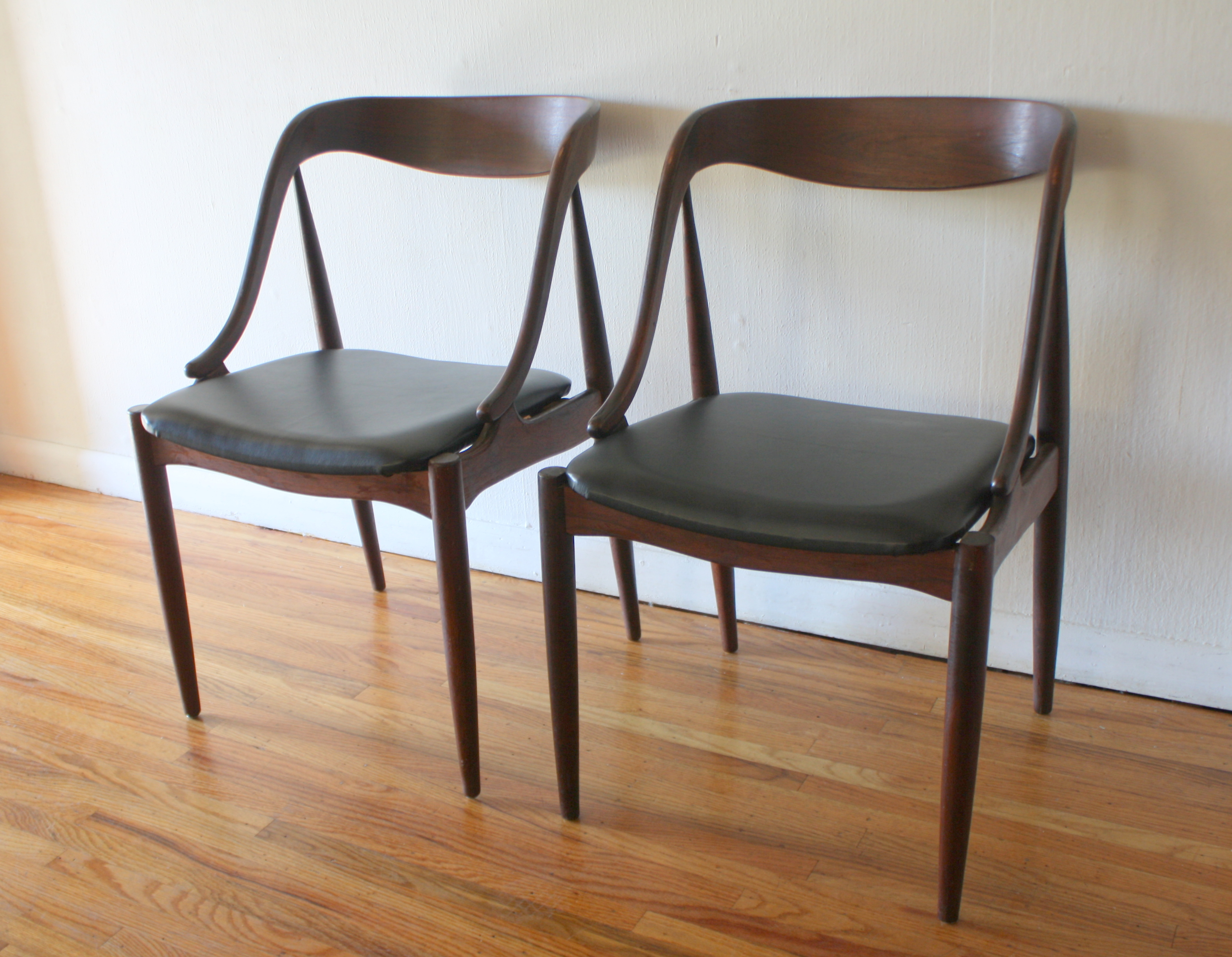 mcm pair of chairs with curved back and sides 1