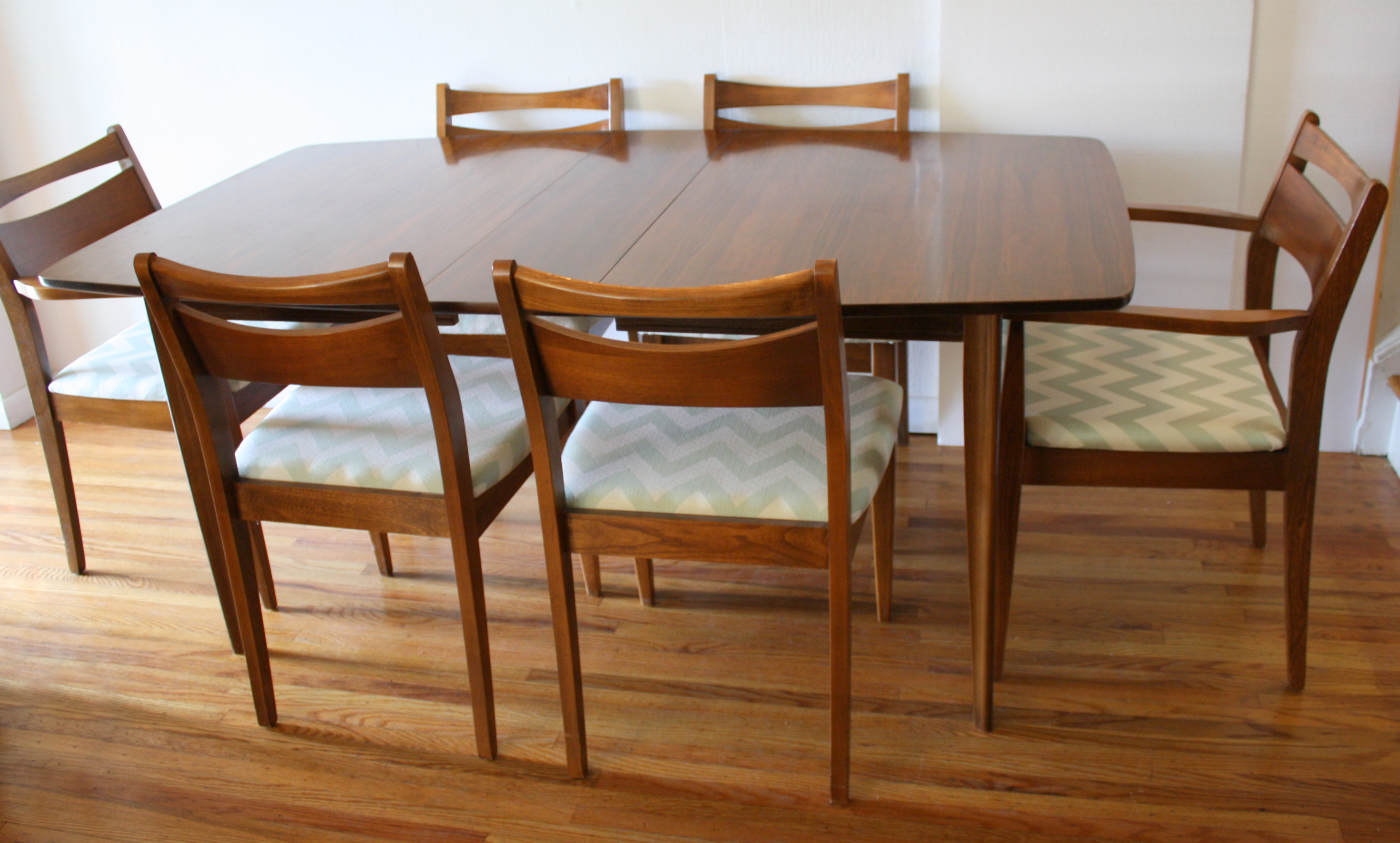 Mid century modern dining chair set and broyhill brasilia for Modern dining table and chairs