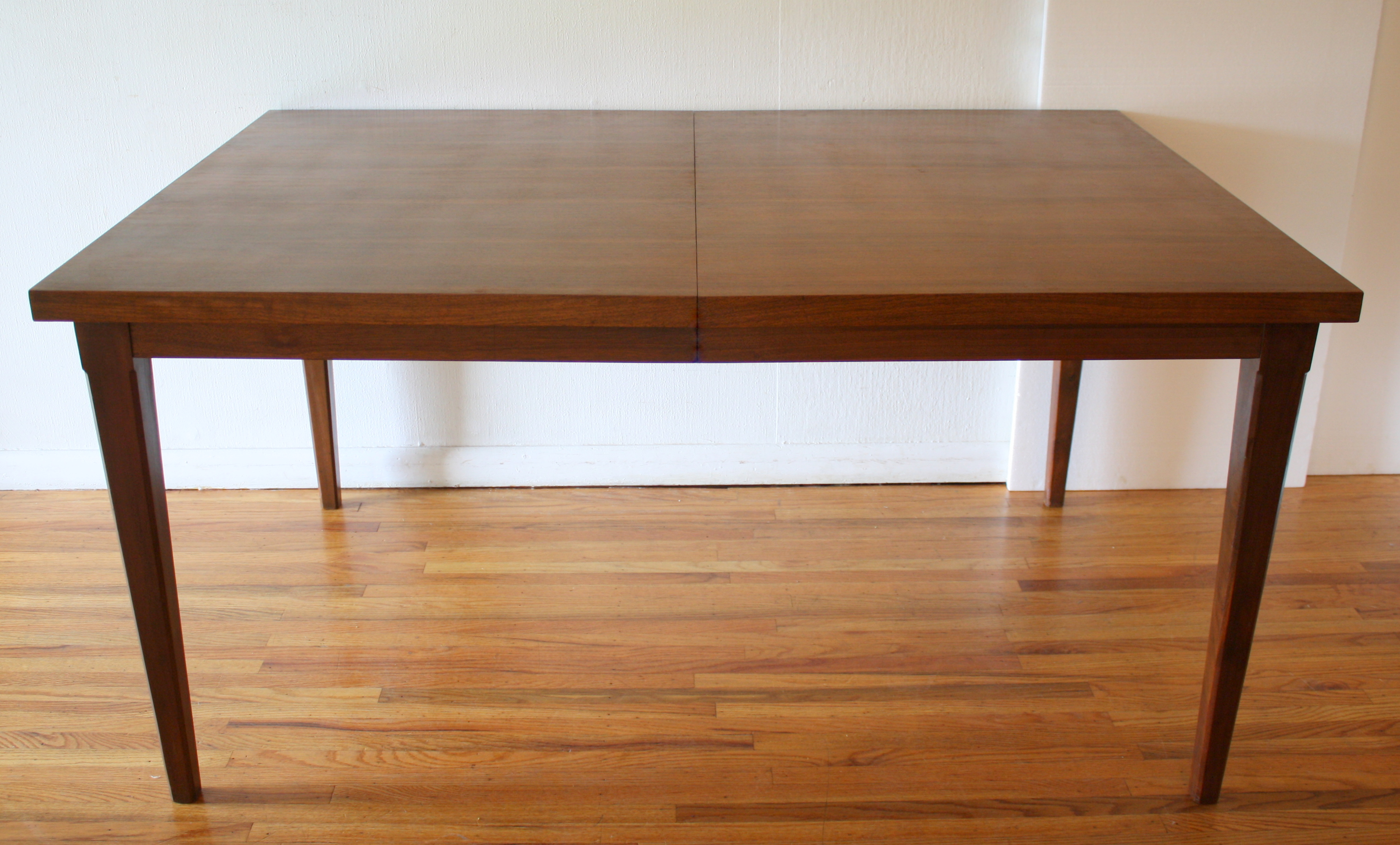Mcm dining table 2 extension leaves 2 picked vintage for Dining table with two leaves