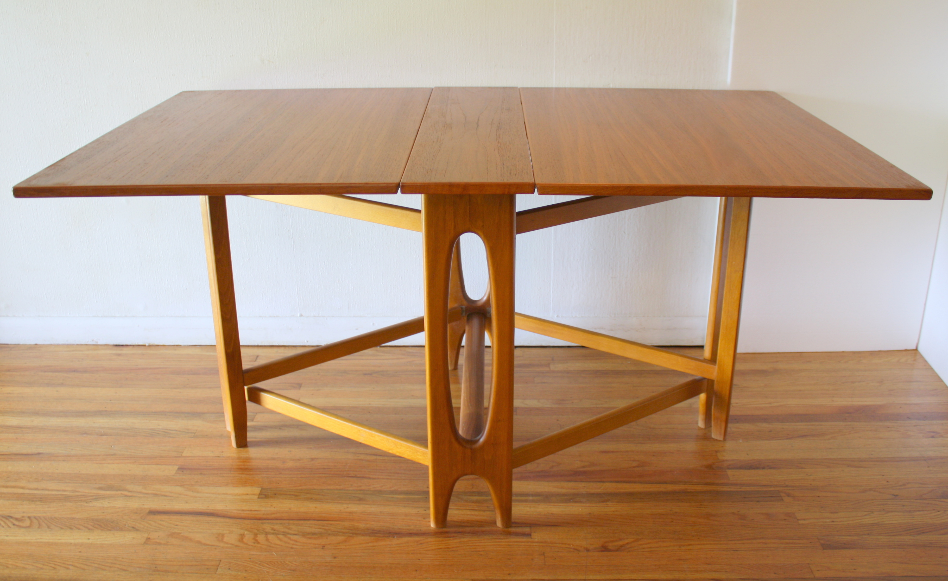 Danish gateleg dining table with arched base 1.JPG