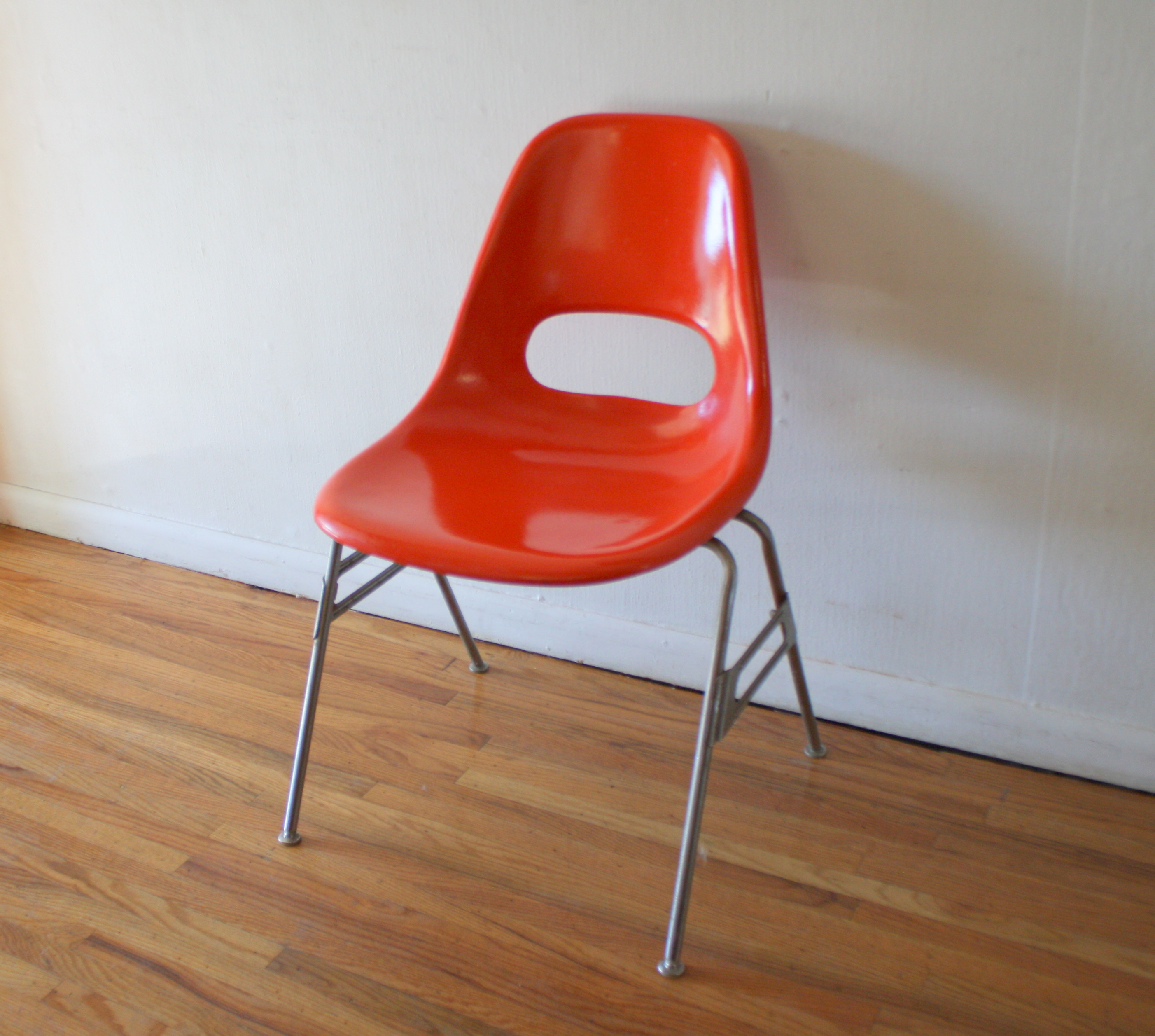 kreuger red fiberglass chair 1