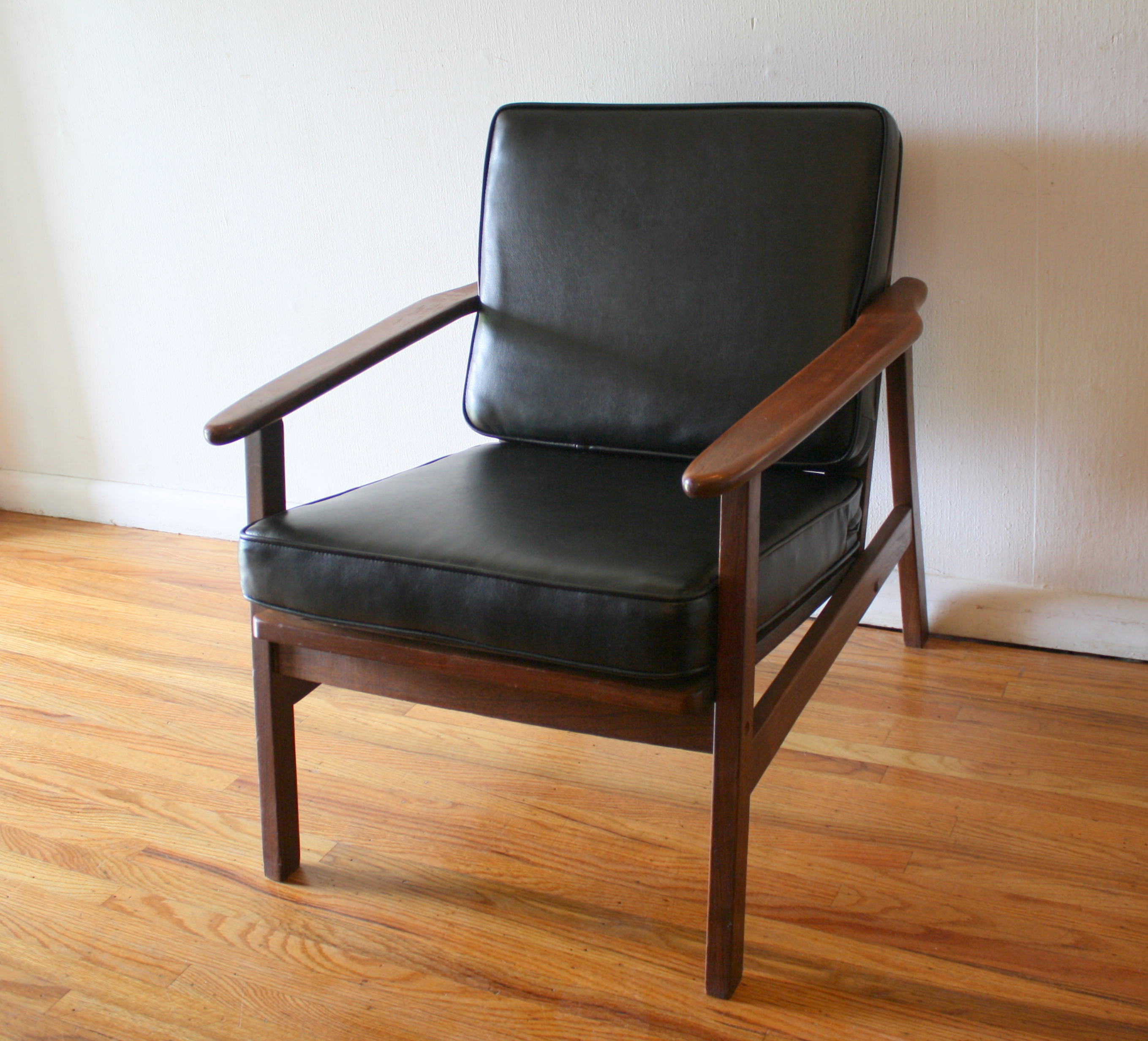 mcm arm chair black naugahyde 1.JPG