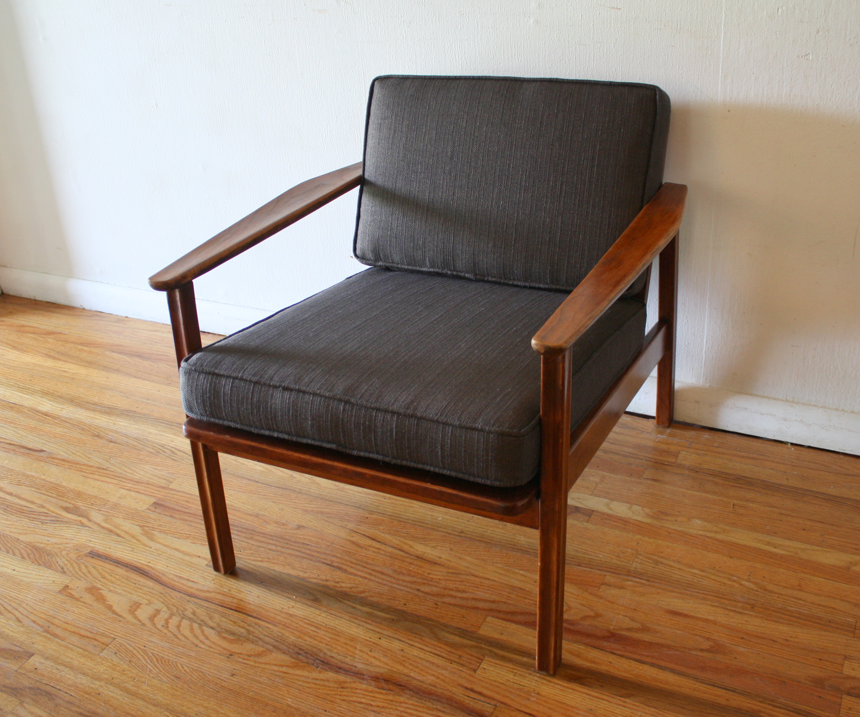 Baumritter arm lounge chair 2.JPG