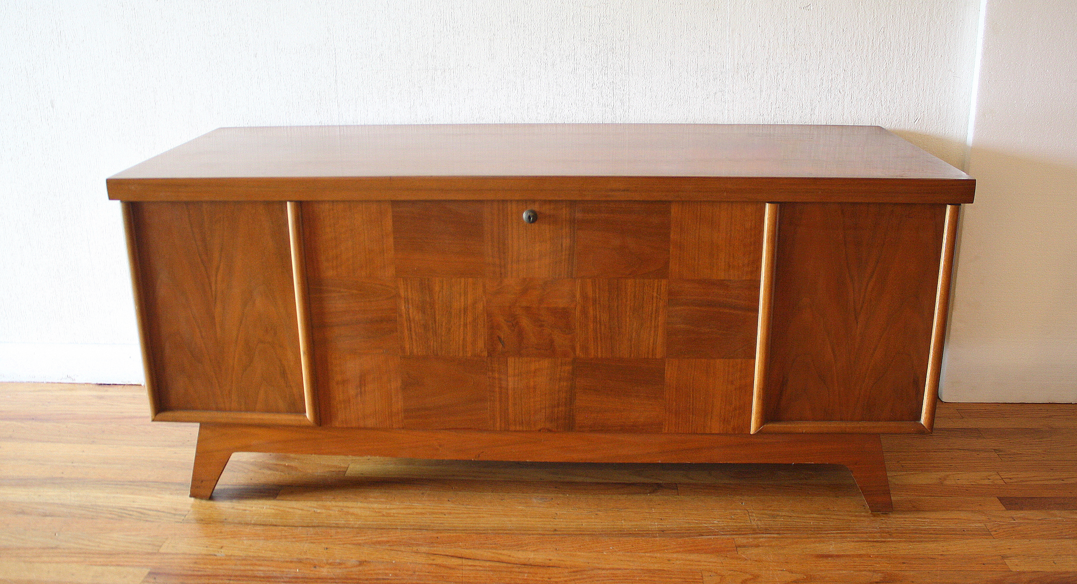 Lane Cedar Chest Tunk Splayed Legs 1