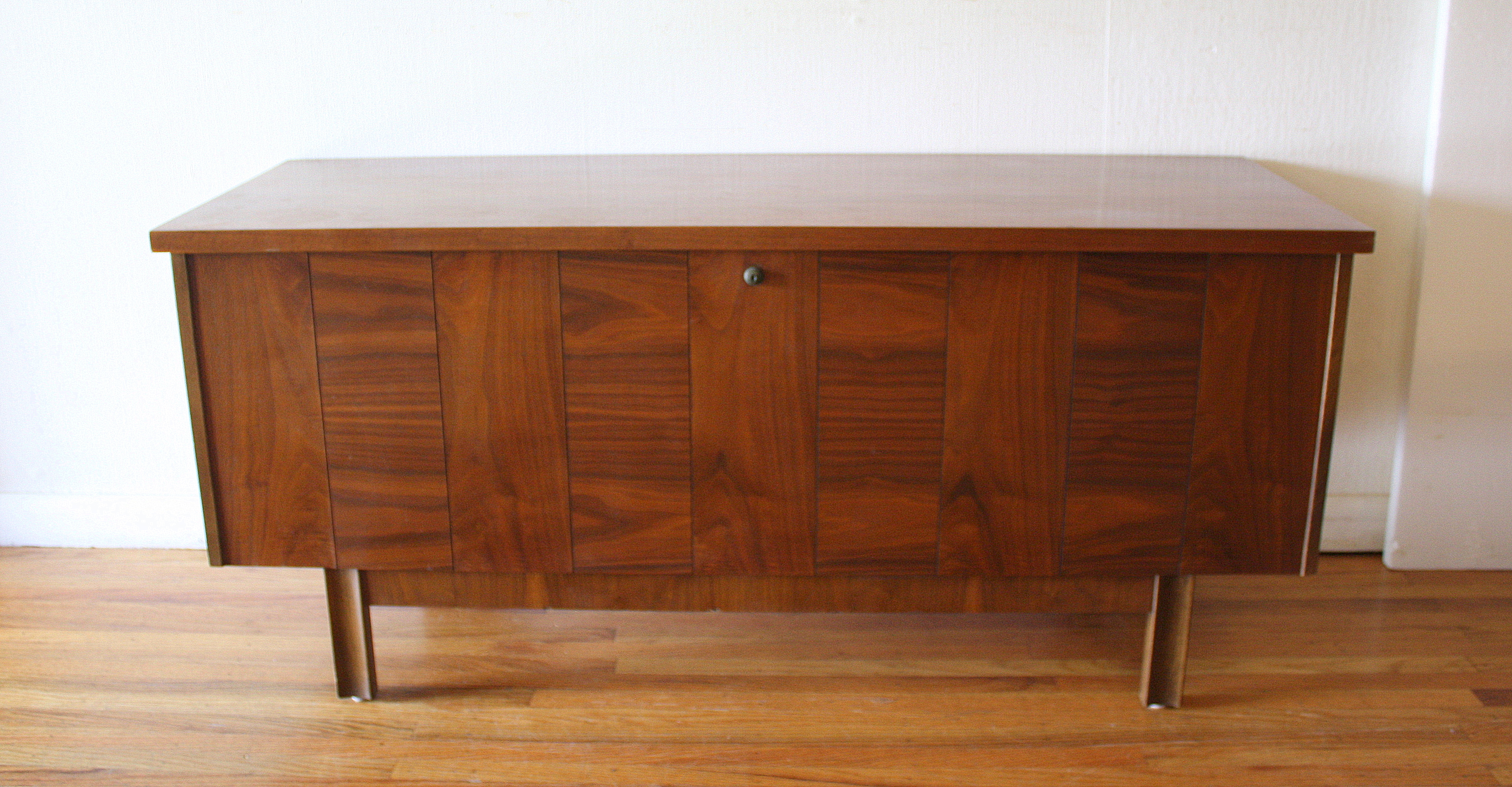 Lane juxtaposed wood cedar chest trunk 2