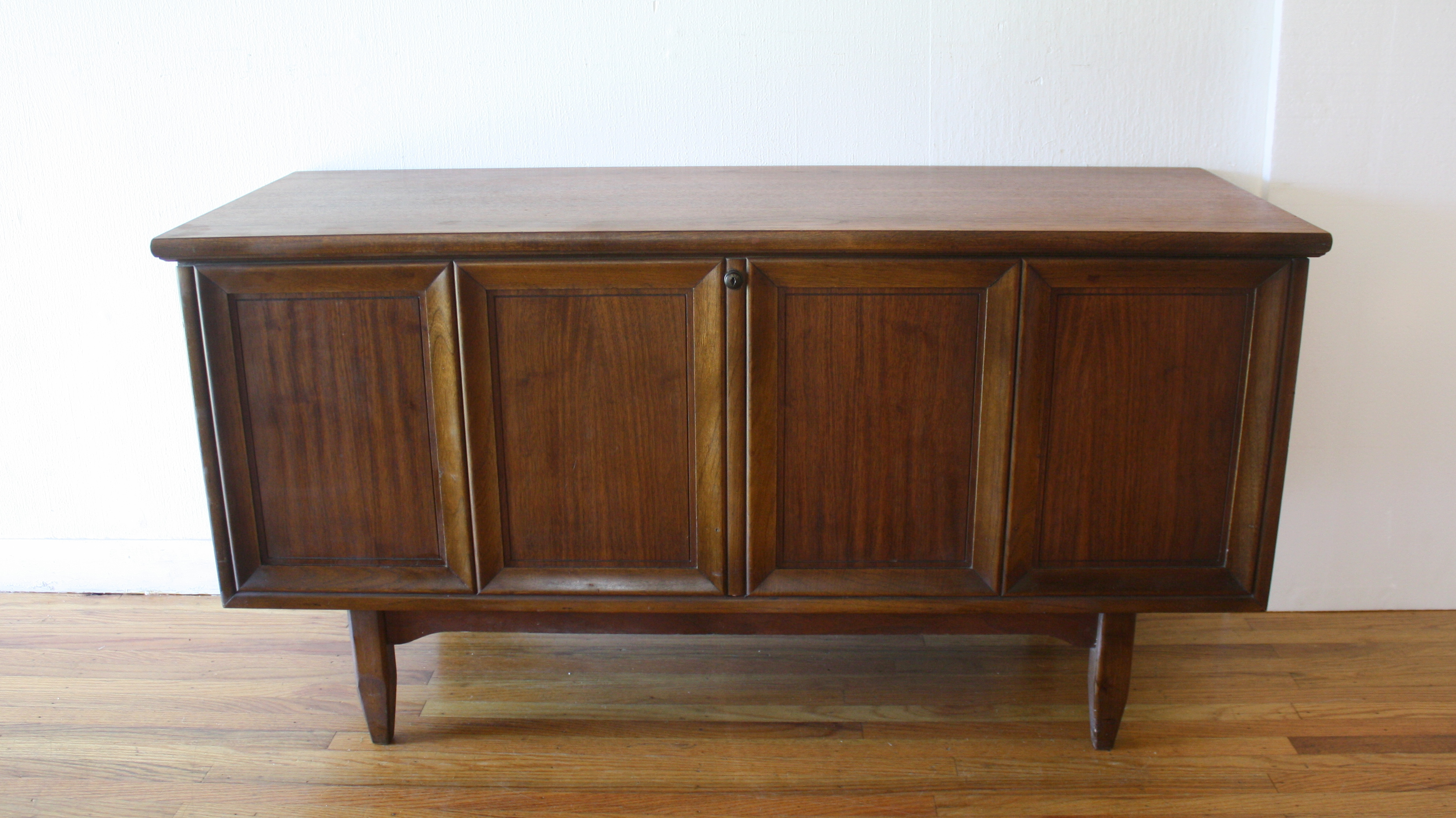 Lane cedar chest with removable valet tray 1.JPG