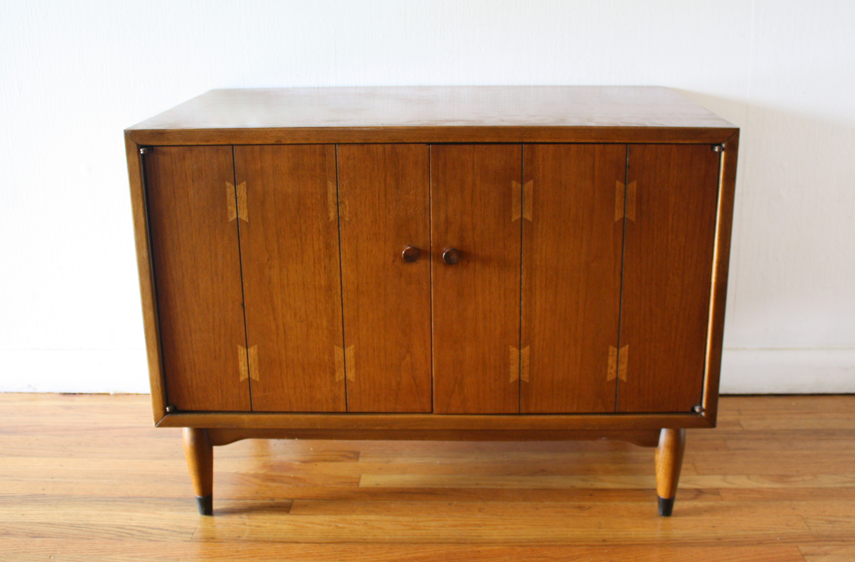 Lane dovetail record cabinet 1.JPG