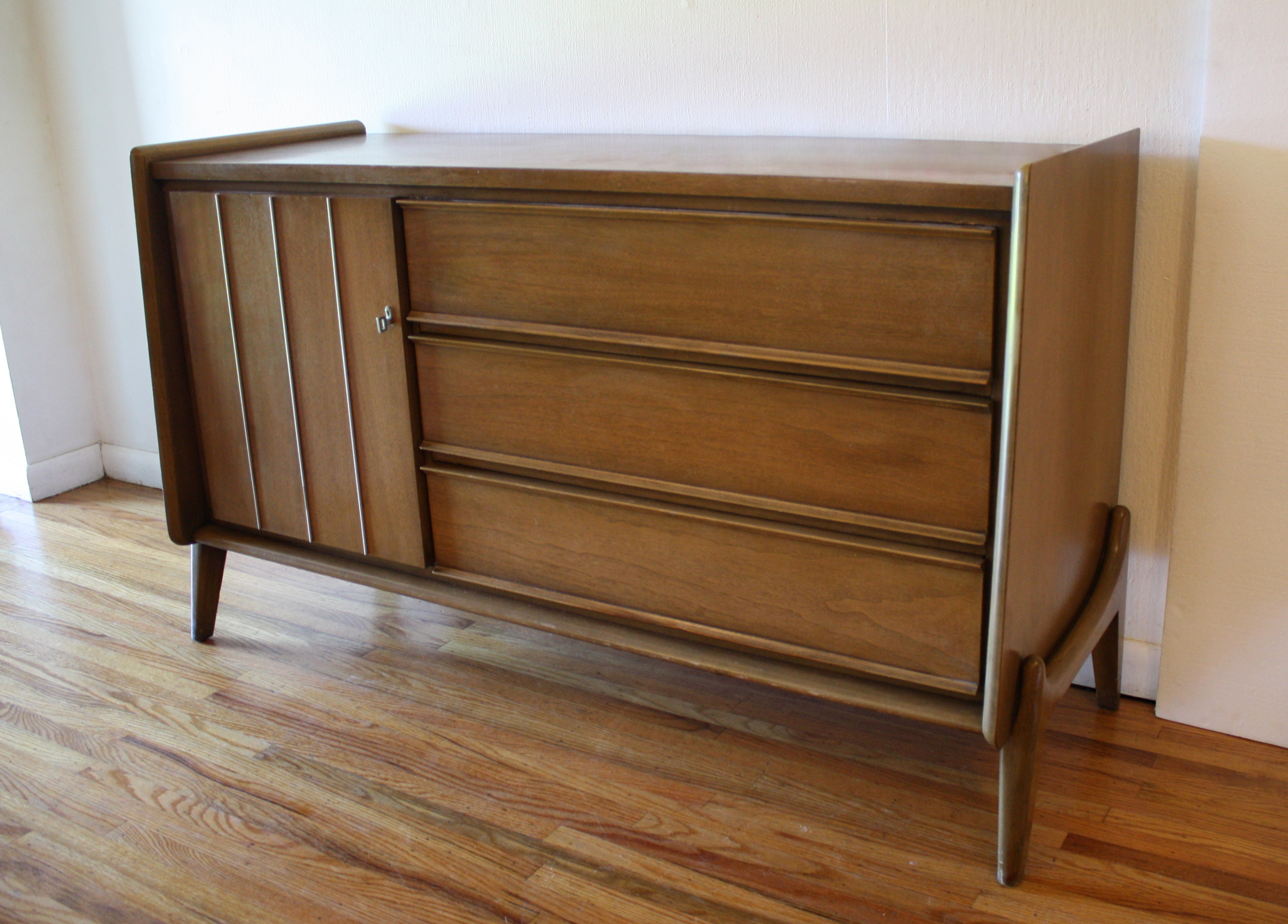 United credenza arched base 1.JPG