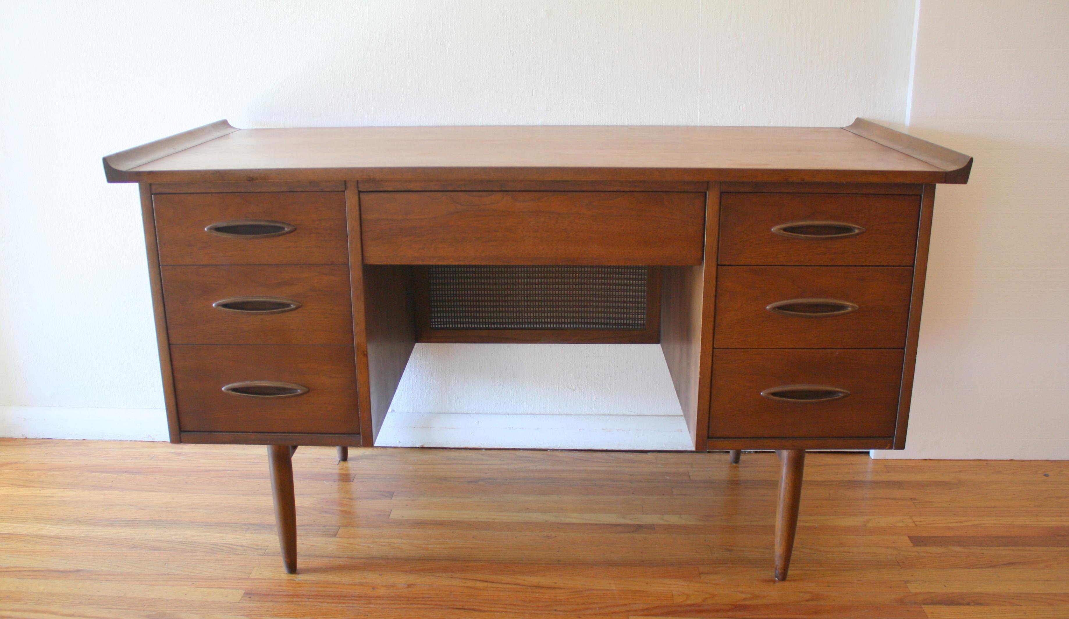 Broyhill Sculptra desk 3.JPG