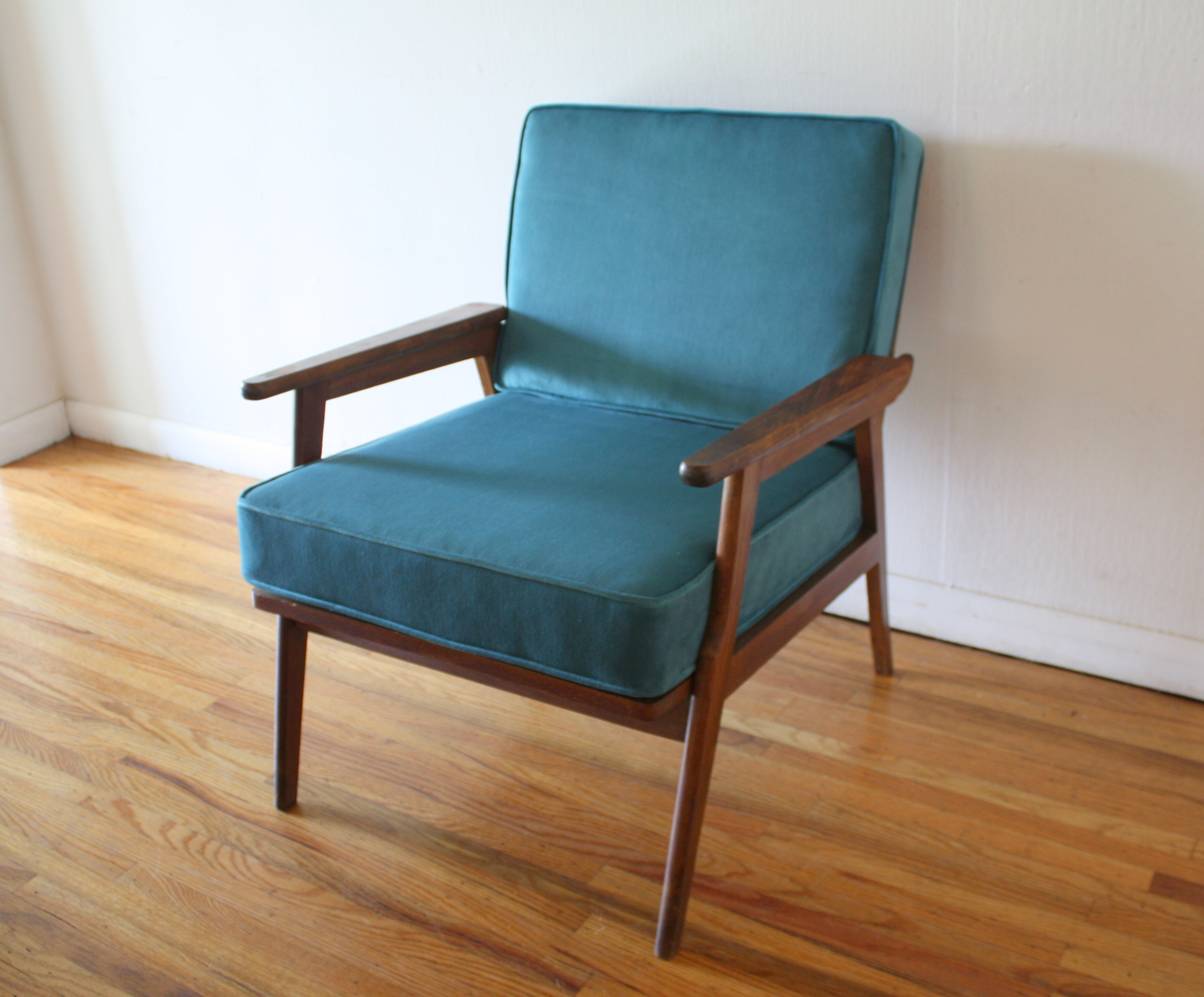Mid century modern arm lounge chair picked vintage for Danish modern reproduction